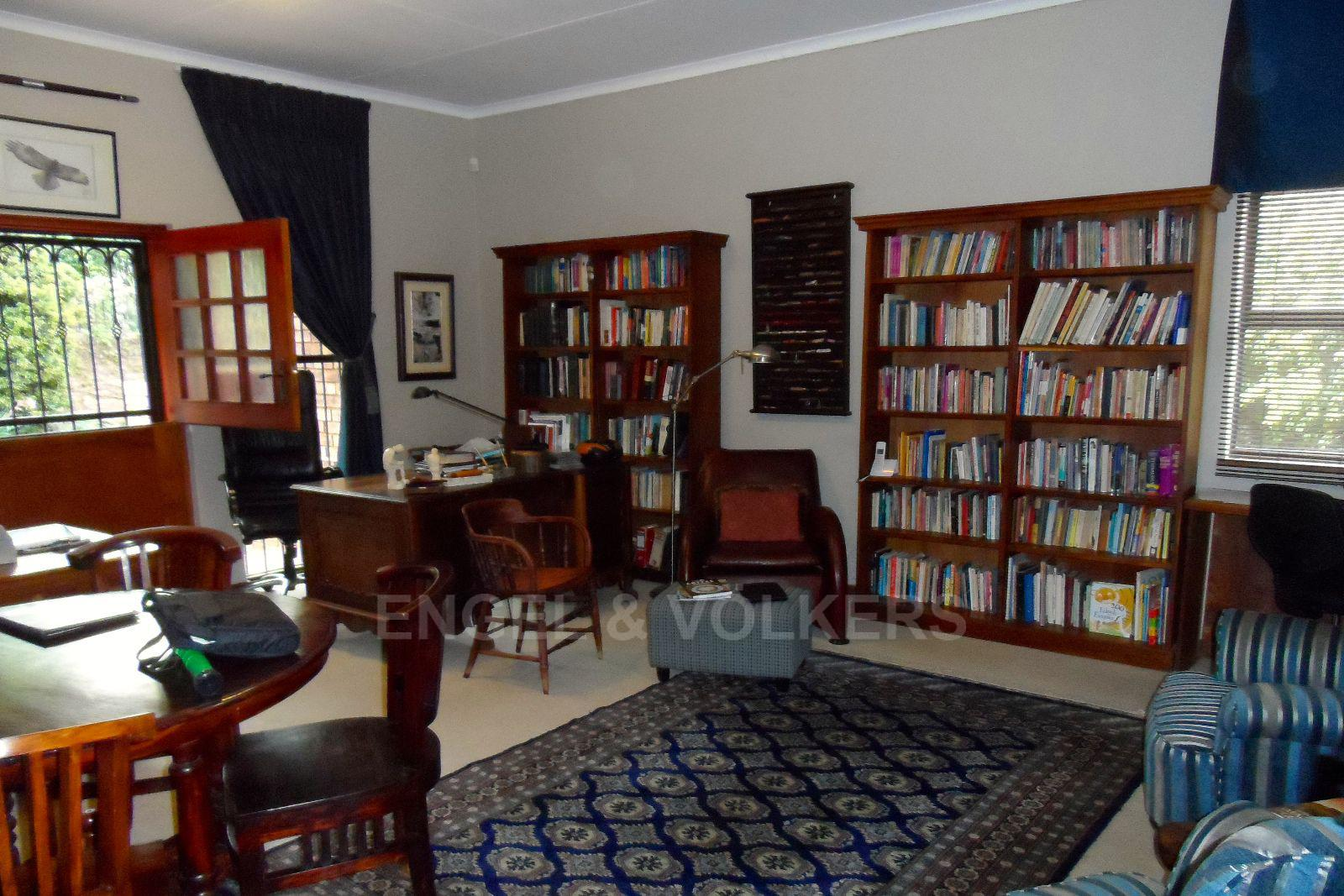 Waterkloof Ridge property for sale. Ref No: 13392870. Picture no 12