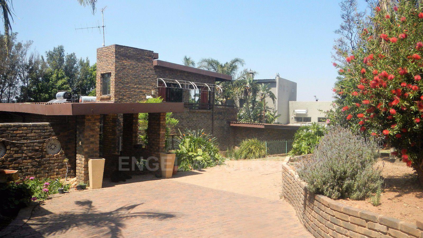 Constantia Park property for sale. Ref No: 13393090. Picture no 2