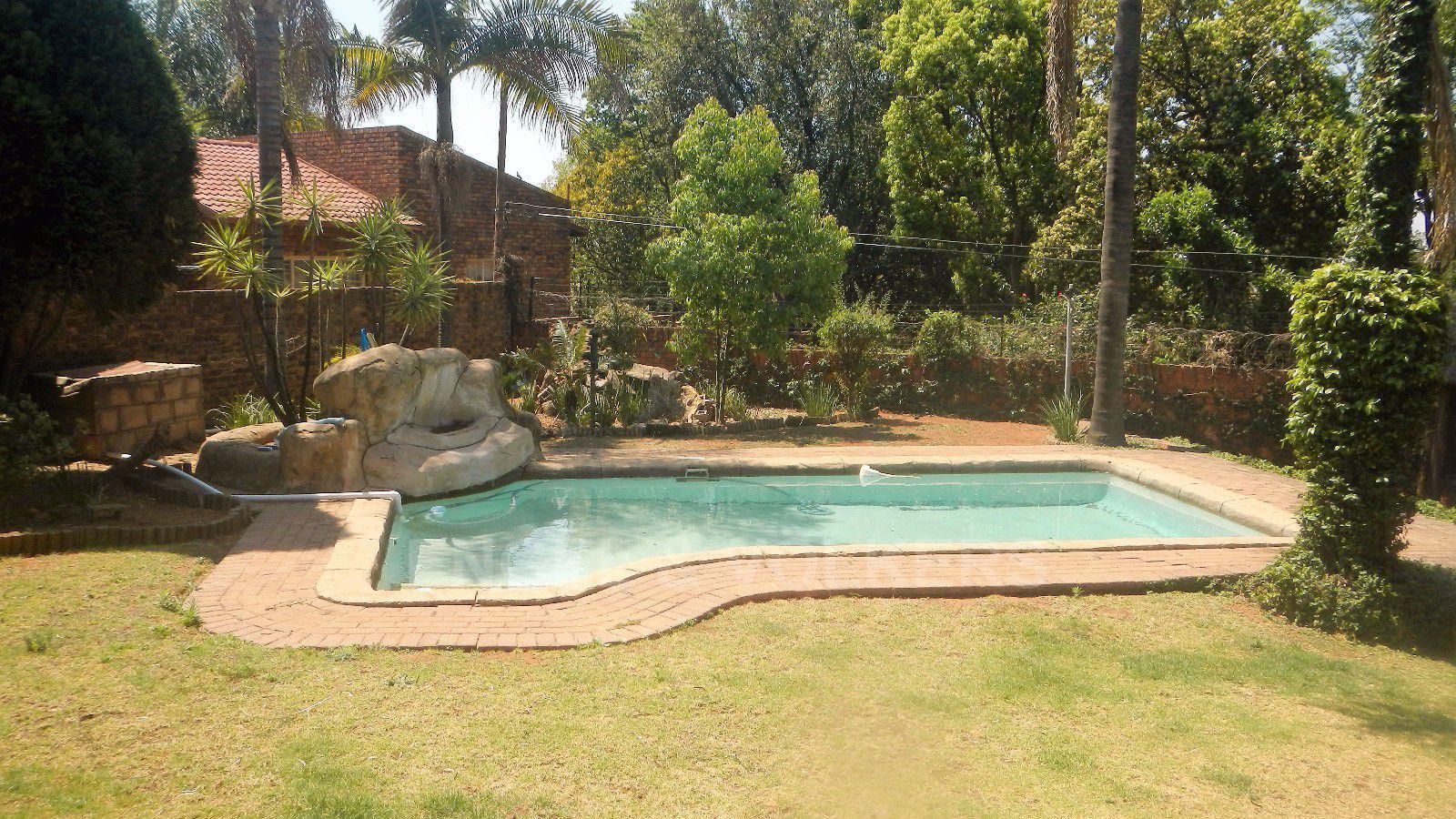 Constantia Park property for sale. Ref No: 13393090. Picture no 22
