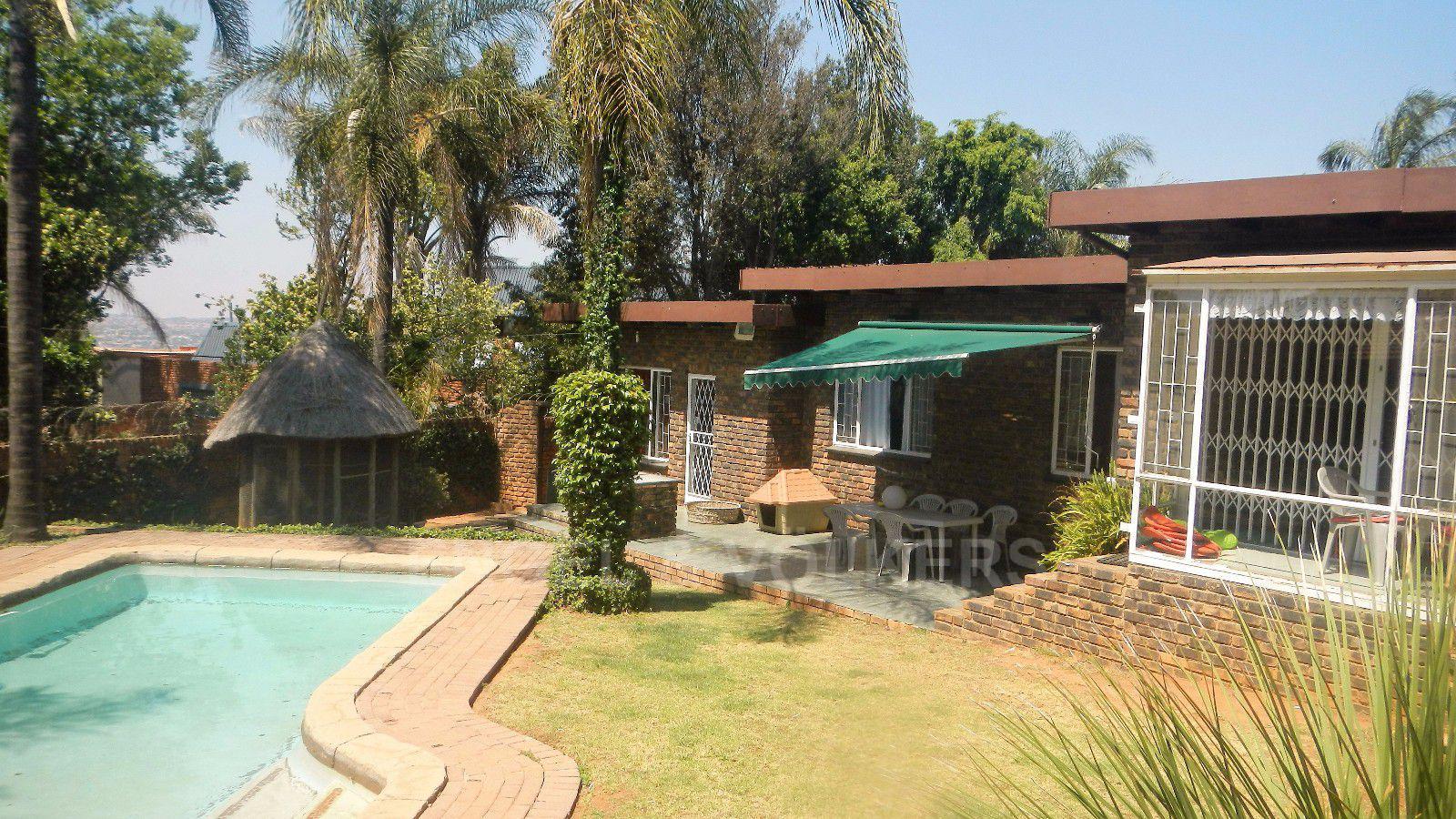 Constantia Park property for sale. Ref No: 13393090. Picture no 23