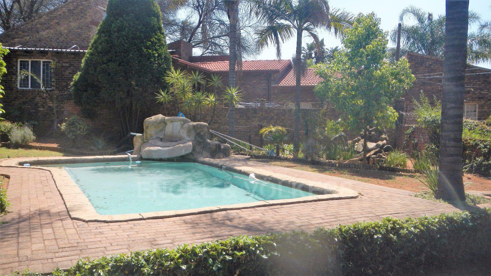 Constantia Park property for sale. Ref No: 13393090. Picture no 24