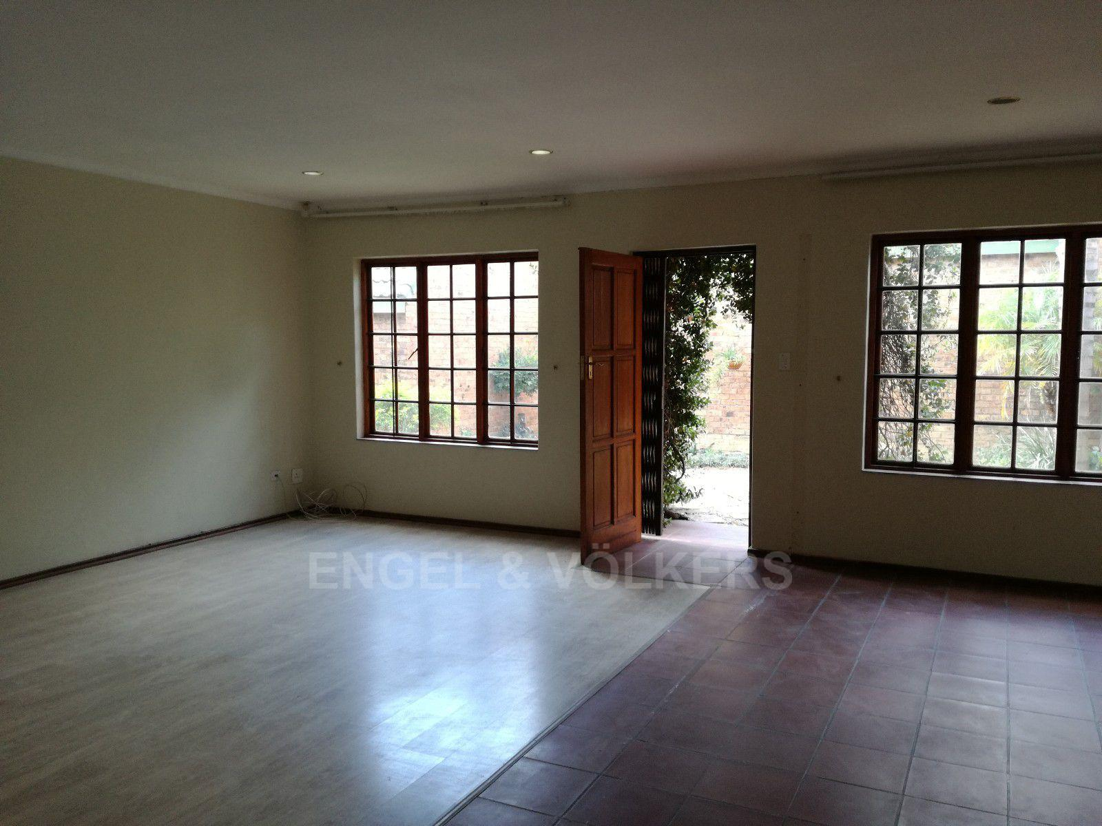 Erasmuskloof property for sale. Ref No: 13395340. Picture no 2
