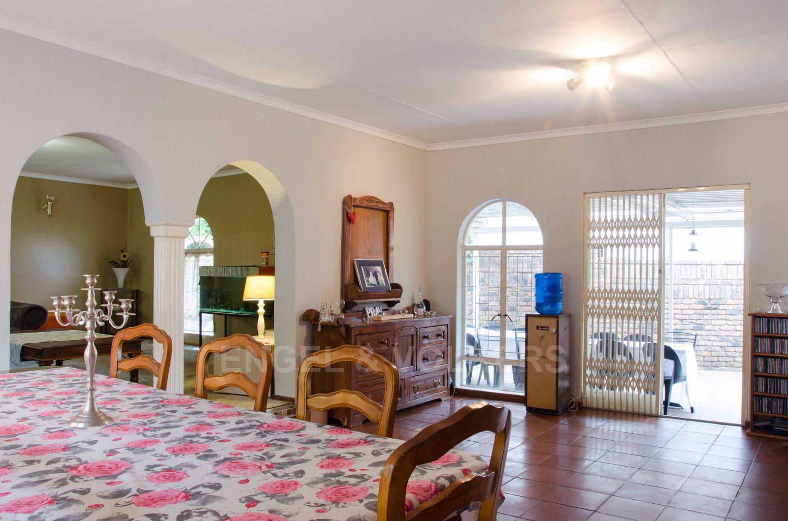 Constantia Park property for sale. Ref No: 13401985. Picture no 7