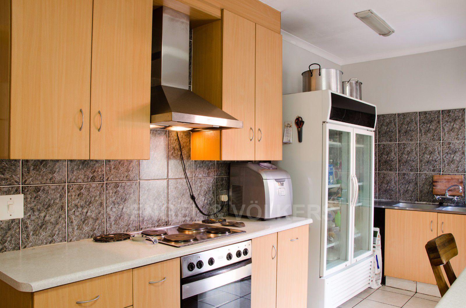 Constantia Park property for sale. Ref No: 13401985. Picture no 4