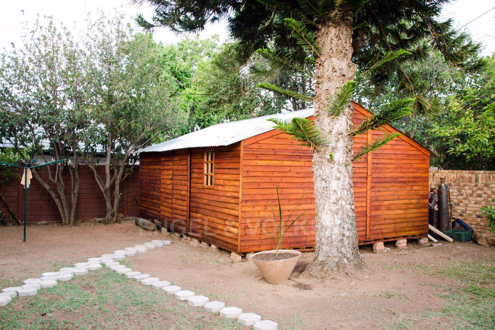 Constantia Park property for sale. Ref No: 13401985. Picture no 24