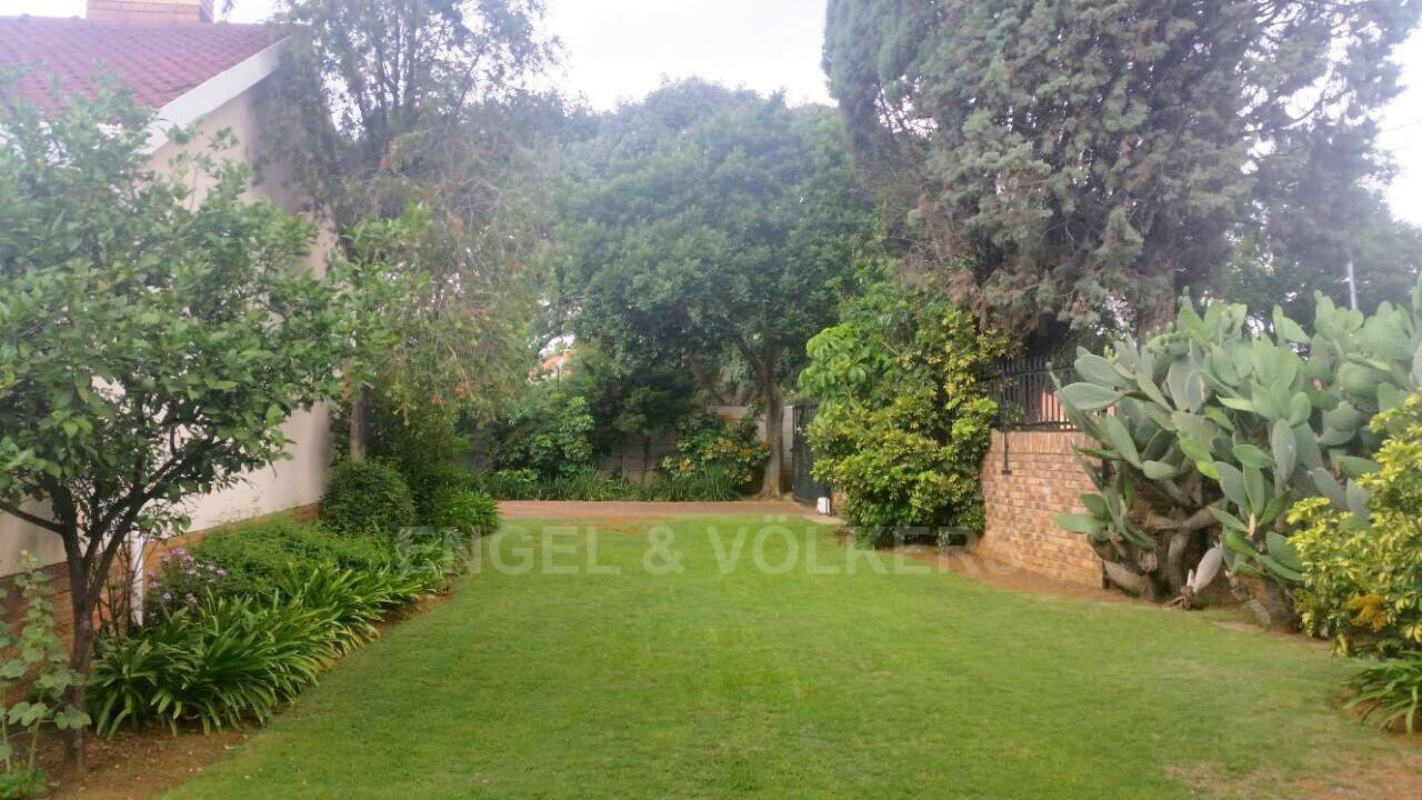 Waterkloof Ridge property for sale. Ref No: 13413569. Picture no 3