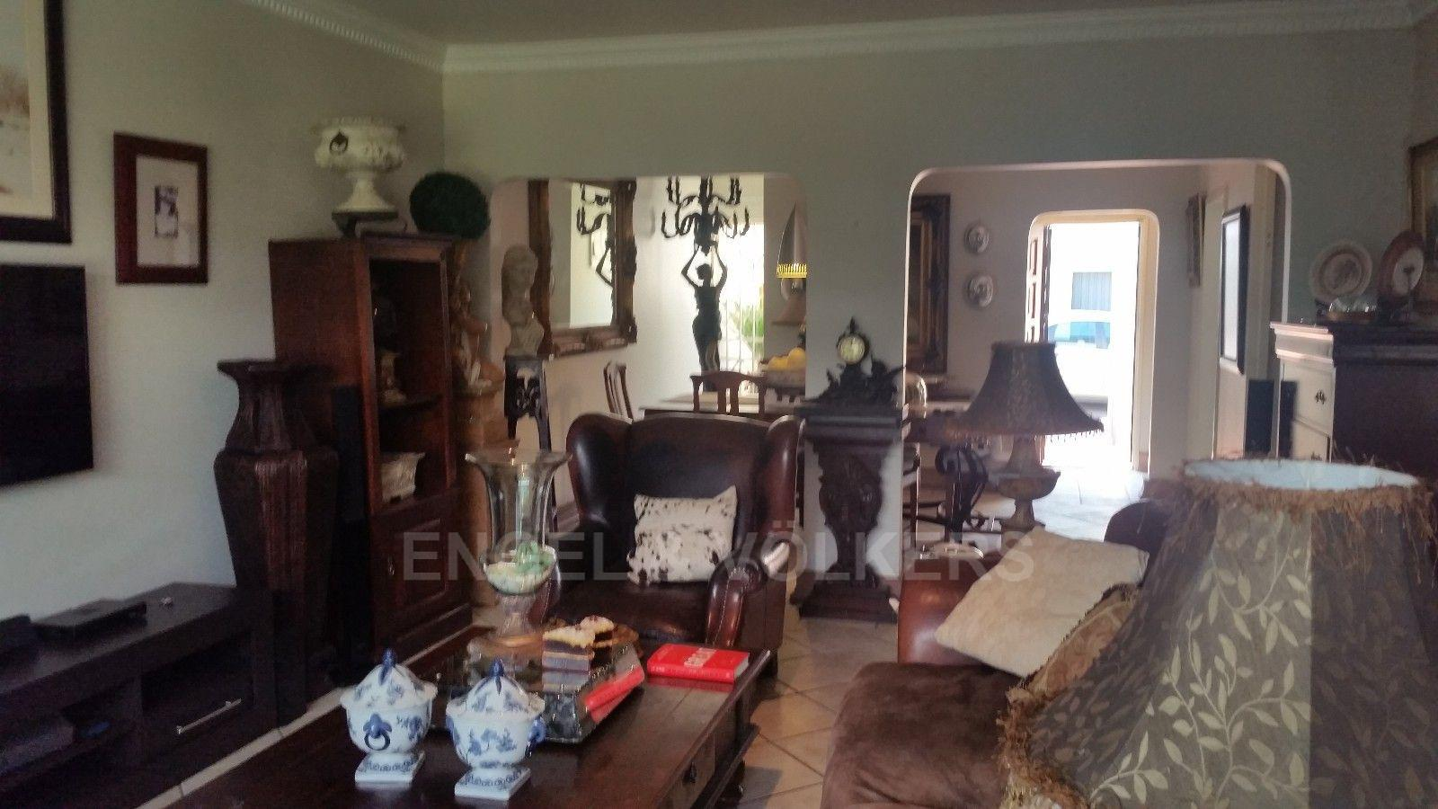 Waterkloof Heights property for sale. Ref No: 13466707. Picture no 11