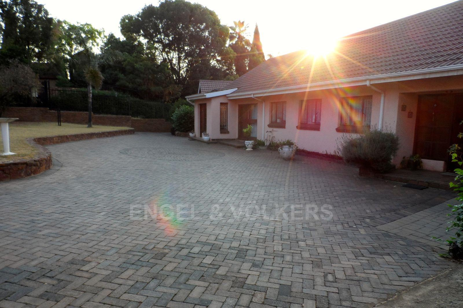 Waterkloof Ridge property for sale. Ref No: 13469252. Picture no 13