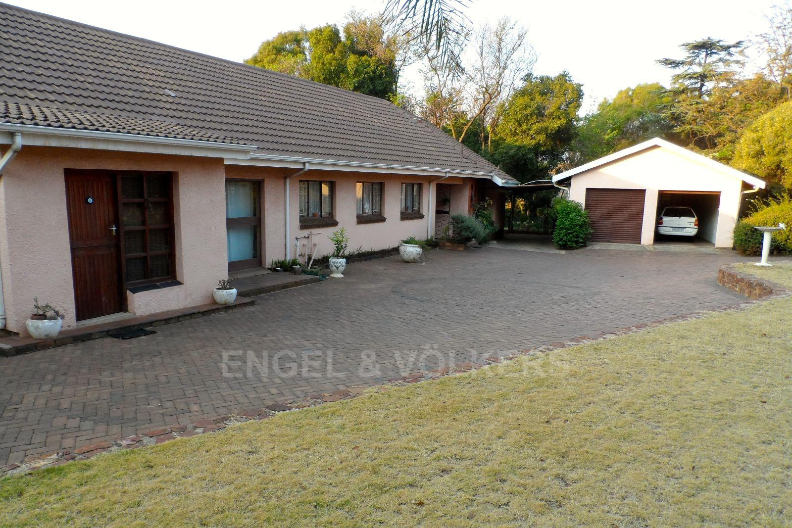 Waterkloof Ridge property for sale. Ref No: 13469252. Picture no 14