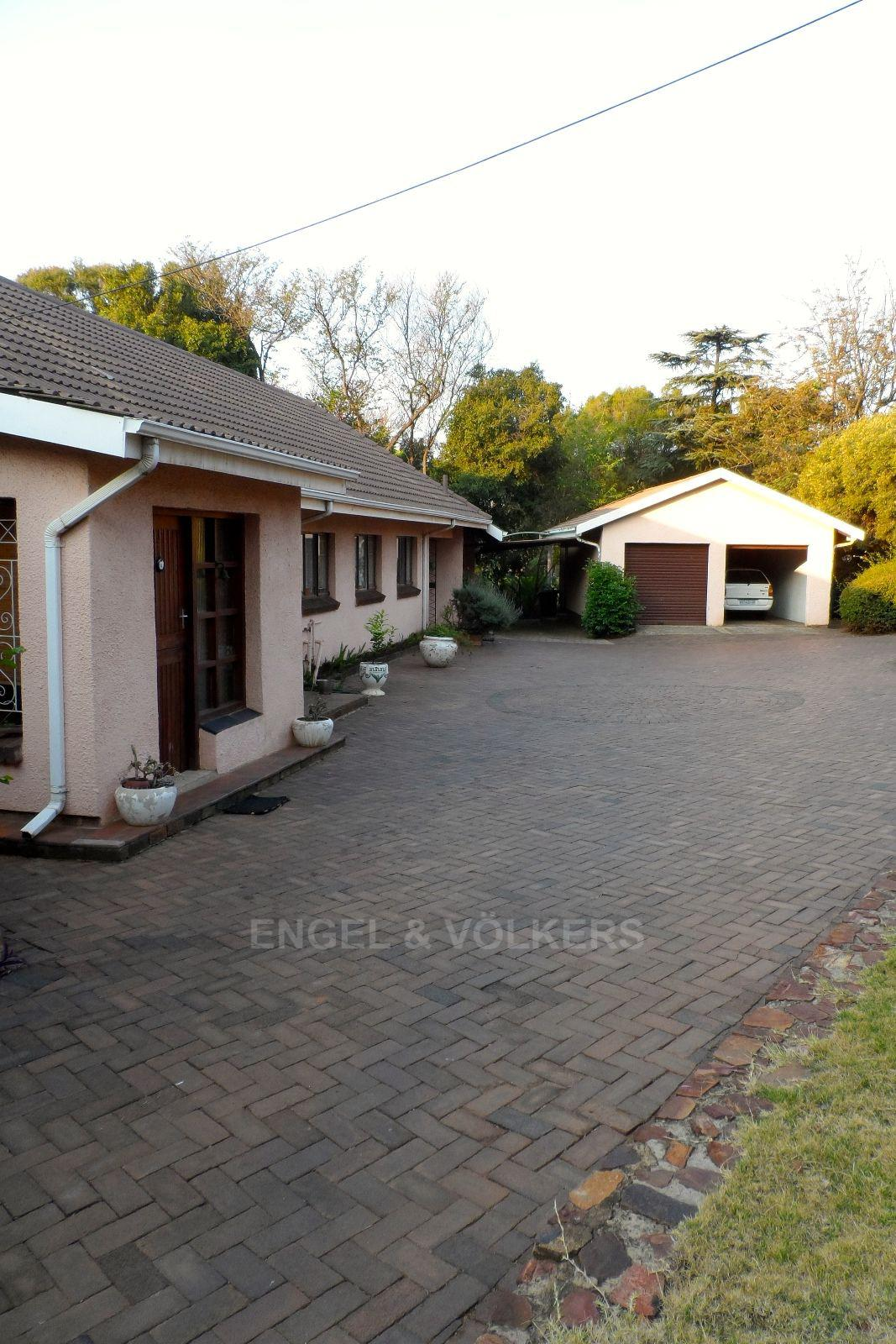 Waterkloof Ridge property for sale. Ref No: 13469252. Picture no 15