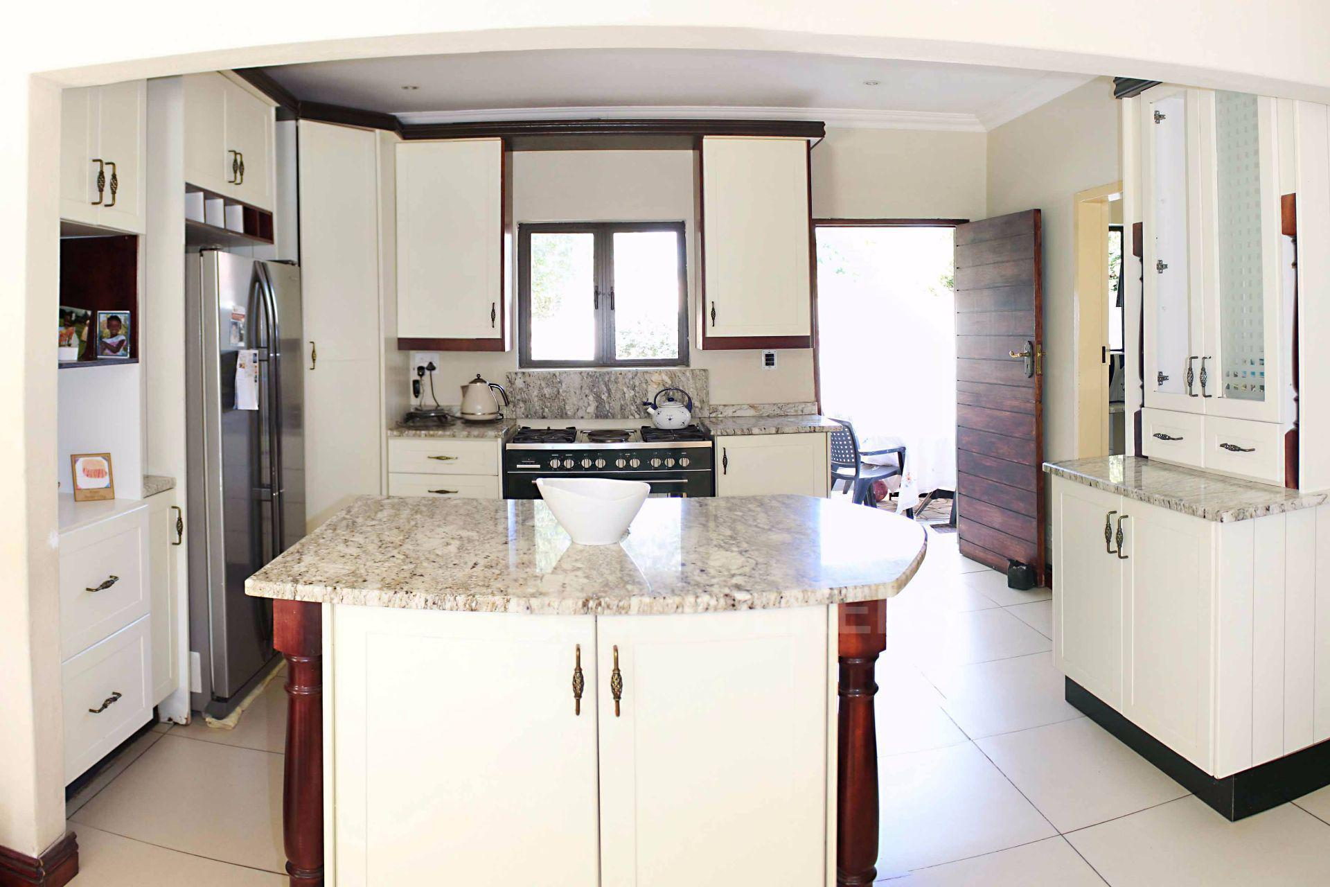 Waterkloof Ridge property for sale. Ref No: 13488804. Picture no 8