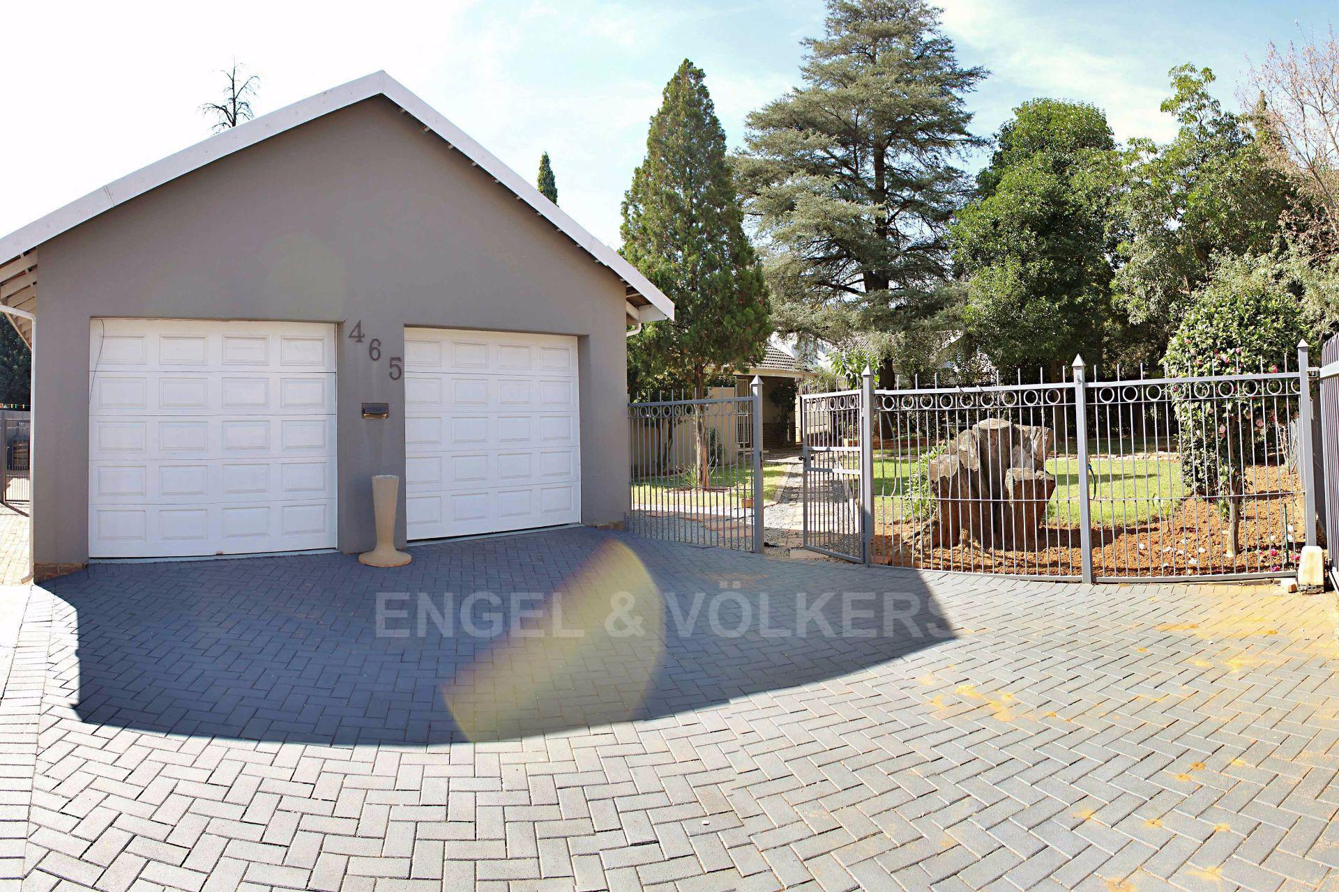 Waterkloof Ridge property for sale. Ref No: 13488804. Picture no 2