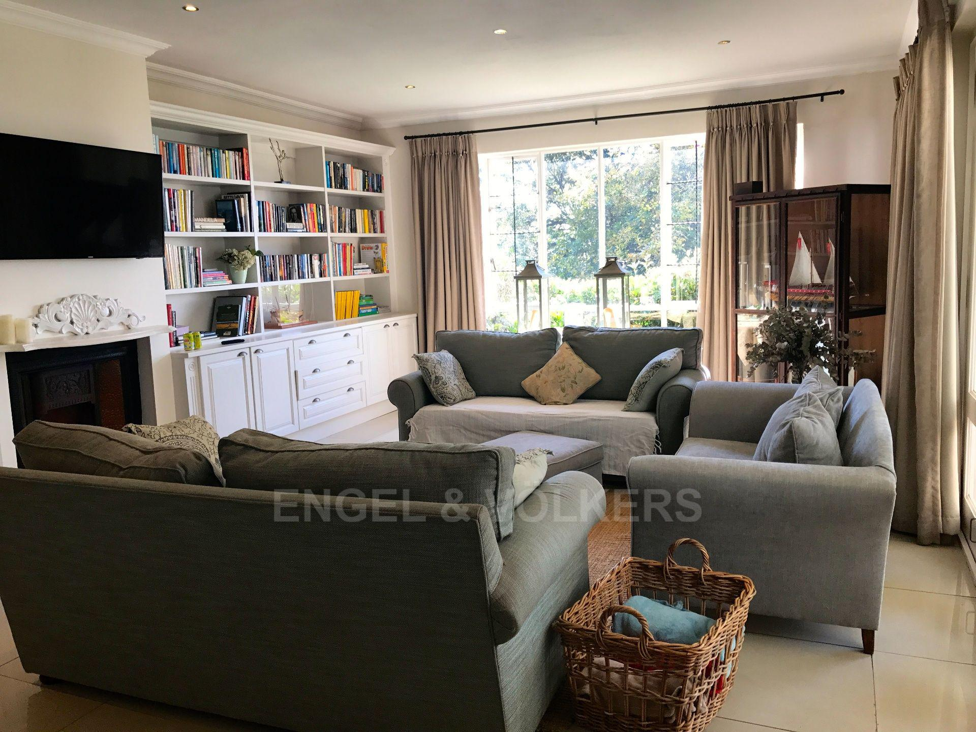 Waterkloof Ridge property for sale. Ref No: 13492696. Picture no 6