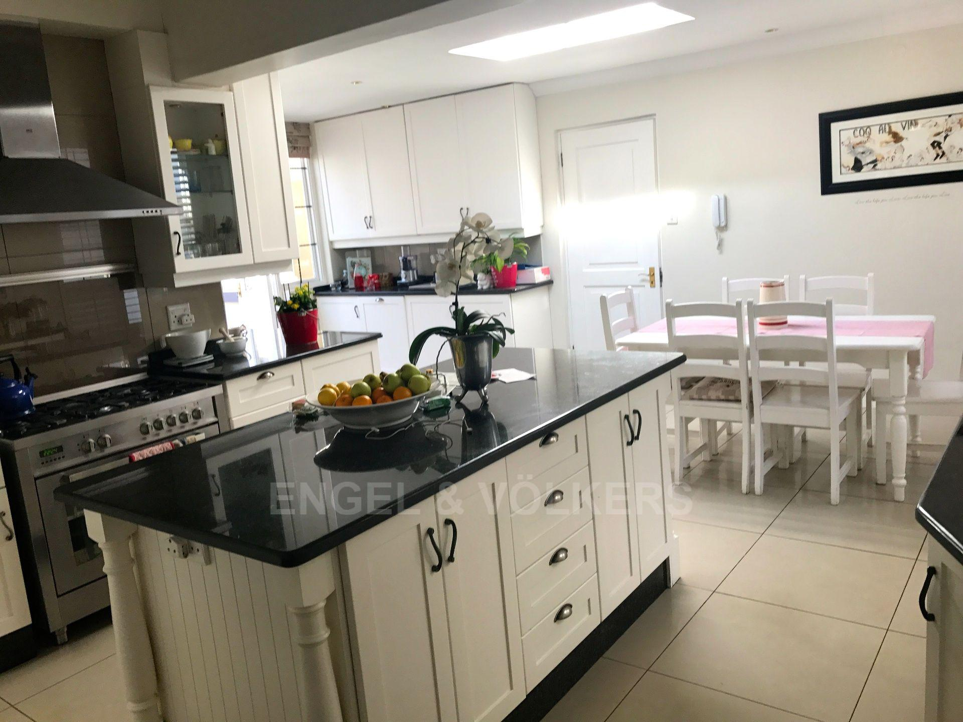 Waterkloof Ridge property for sale. Ref No: 13492696. Picture no 24