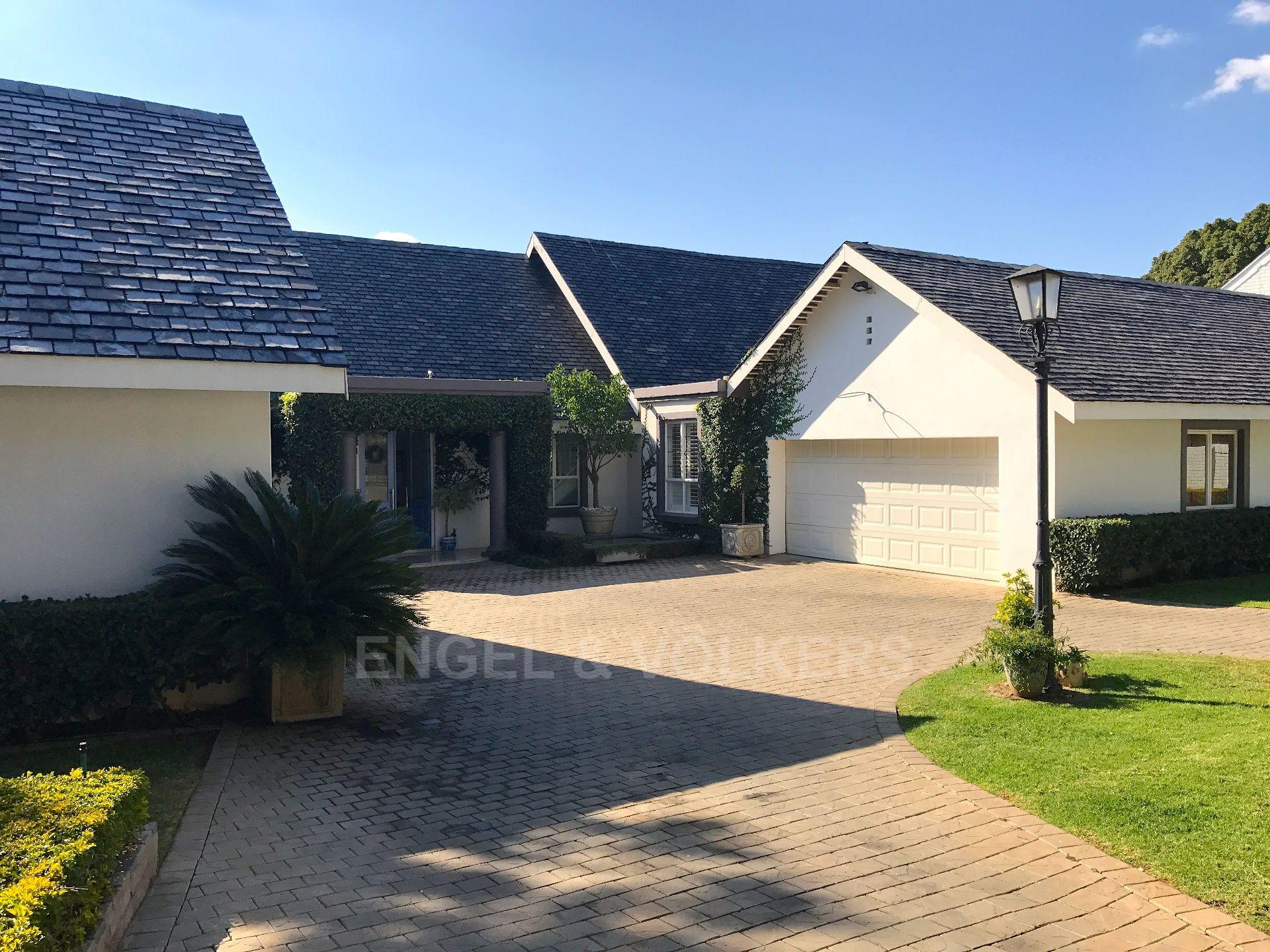 Waterkloof Ridge property for sale. Ref No: 13492696. Picture no 2