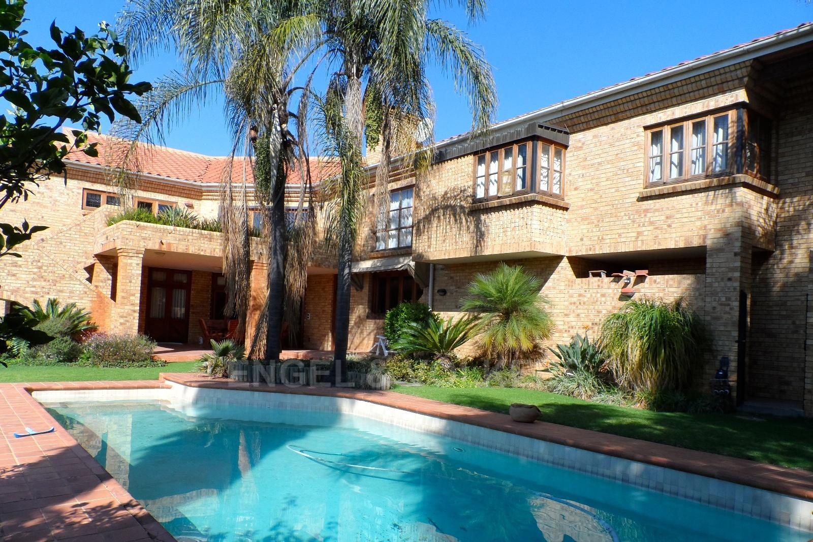 Waterkloof Ridge property for sale. Ref No: 13347652. Picture no 2