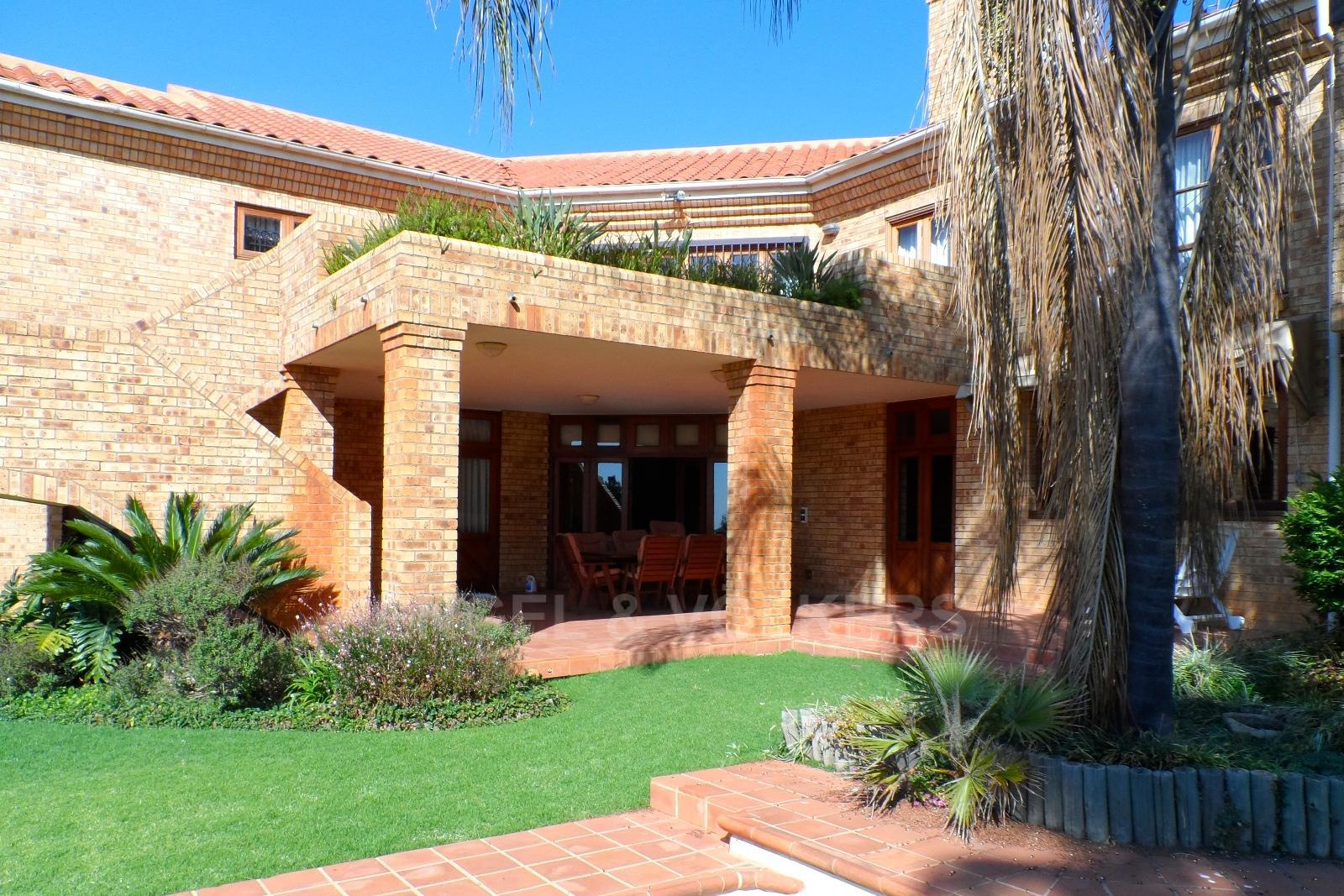 Waterkloof Ridge property for sale. Ref No: 13347652. Picture no 31