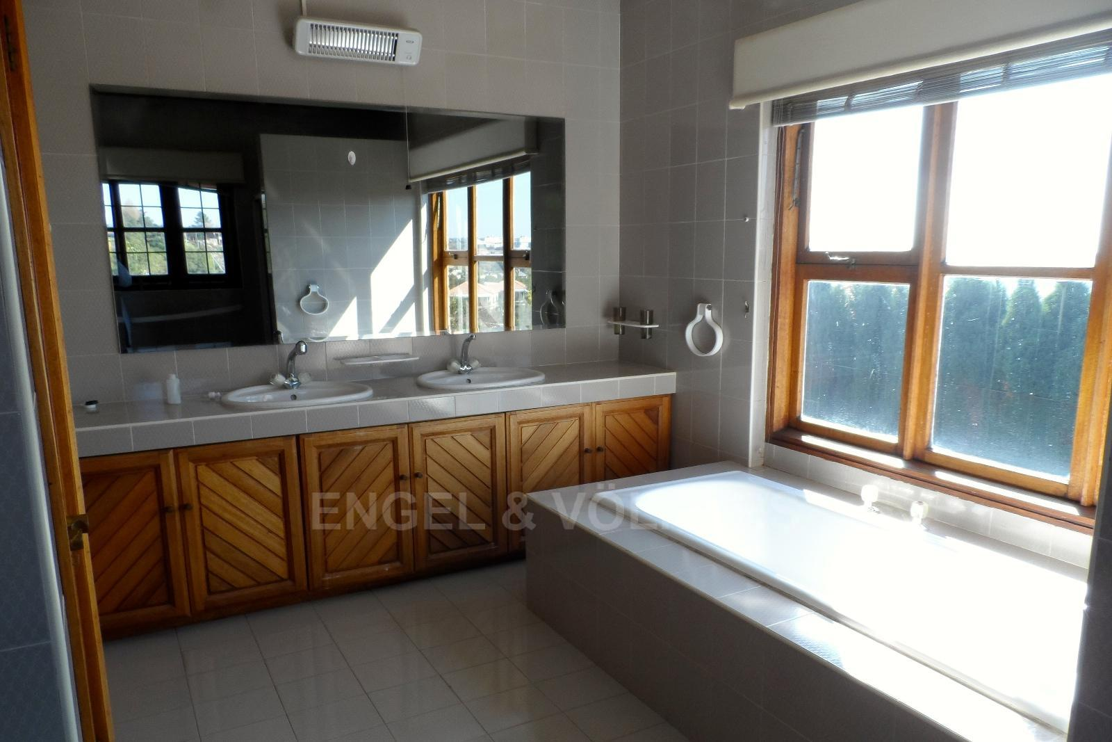 Waterkloof Ridge property for sale. Ref No: 13347652. Picture no 25