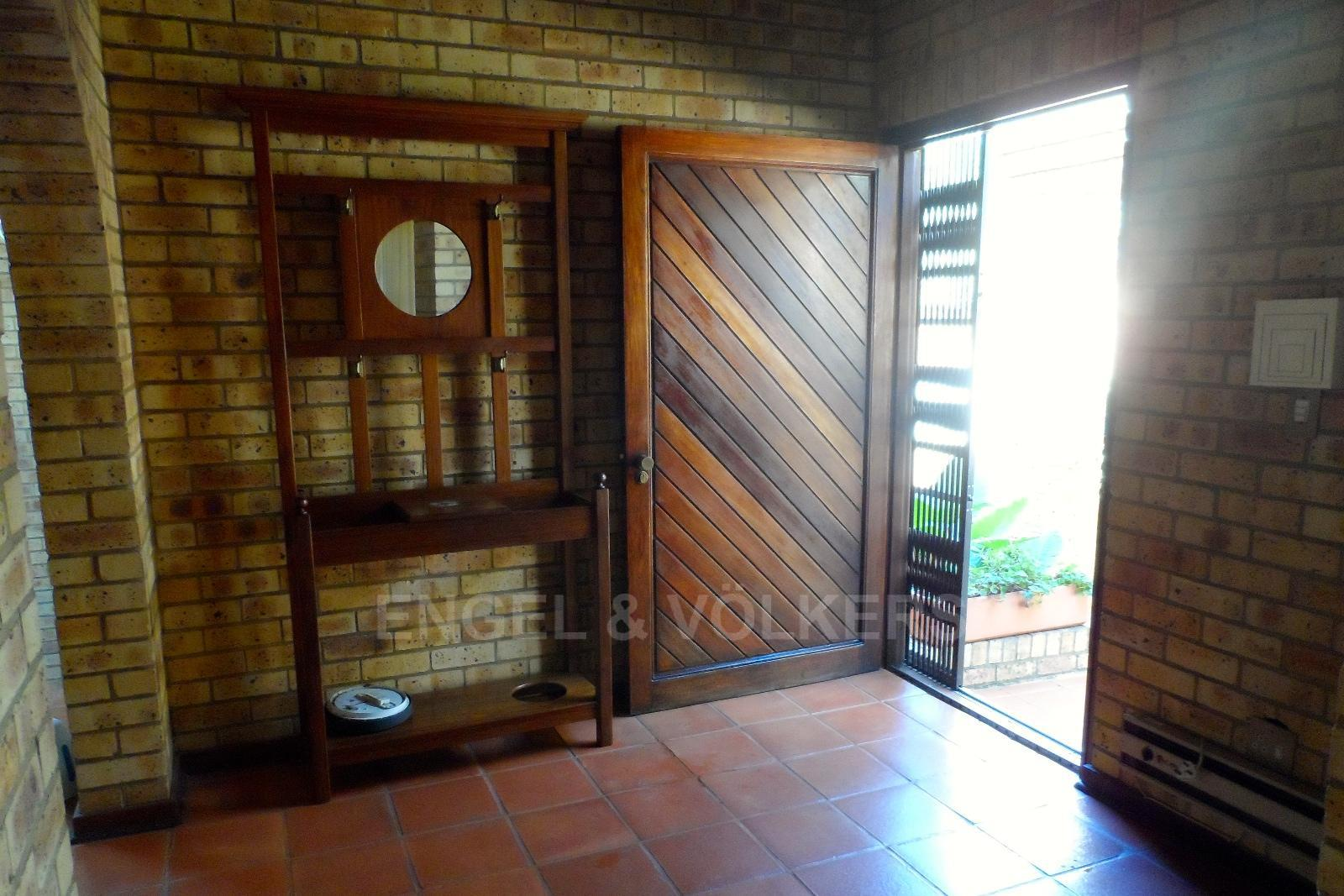 Waterkloof Ridge property for sale. Ref No: 13347652. Picture no 9