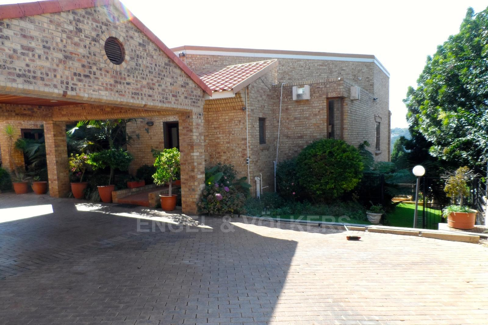 Waterkloof Ridge property for sale. Ref No: 13347652. Picture no 8