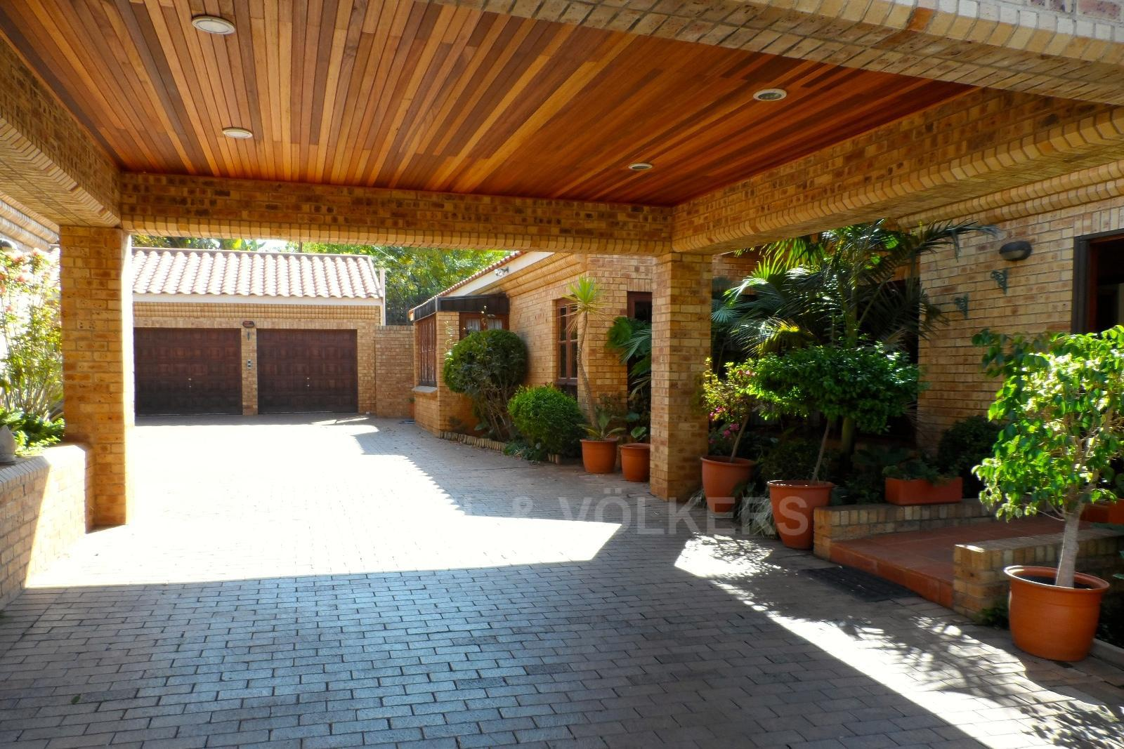 Waterkloof Ridge property for sale. Ref No: 13347652. Picture no 4