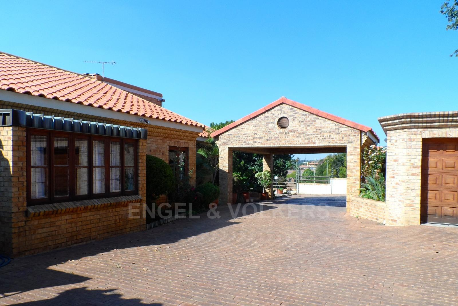 Waterkloof Ridge property for sale. Ref No: 13347652. Picture no 5