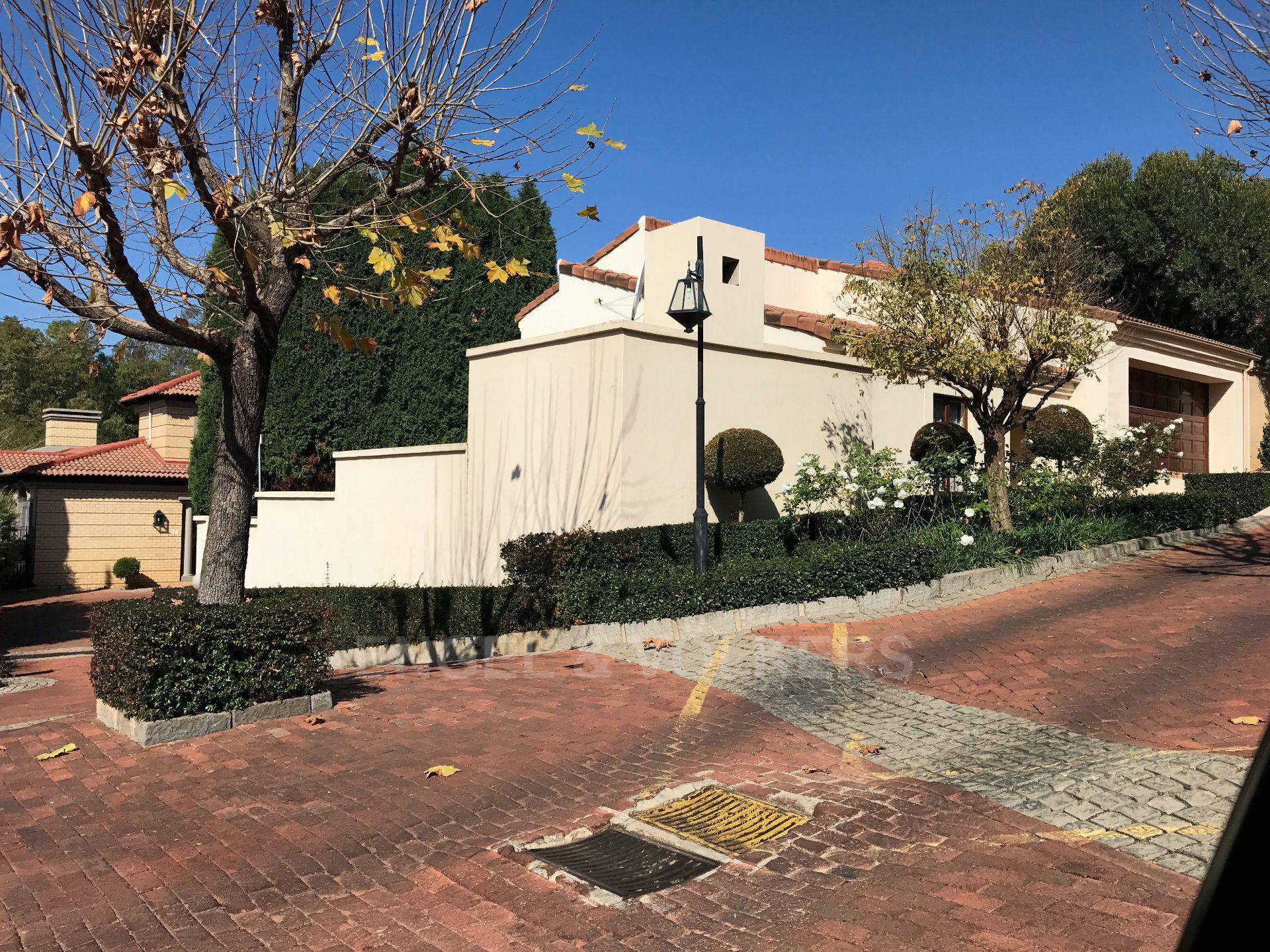 Waterkloof property for sale. Ref No: 13500498. Picture no 2