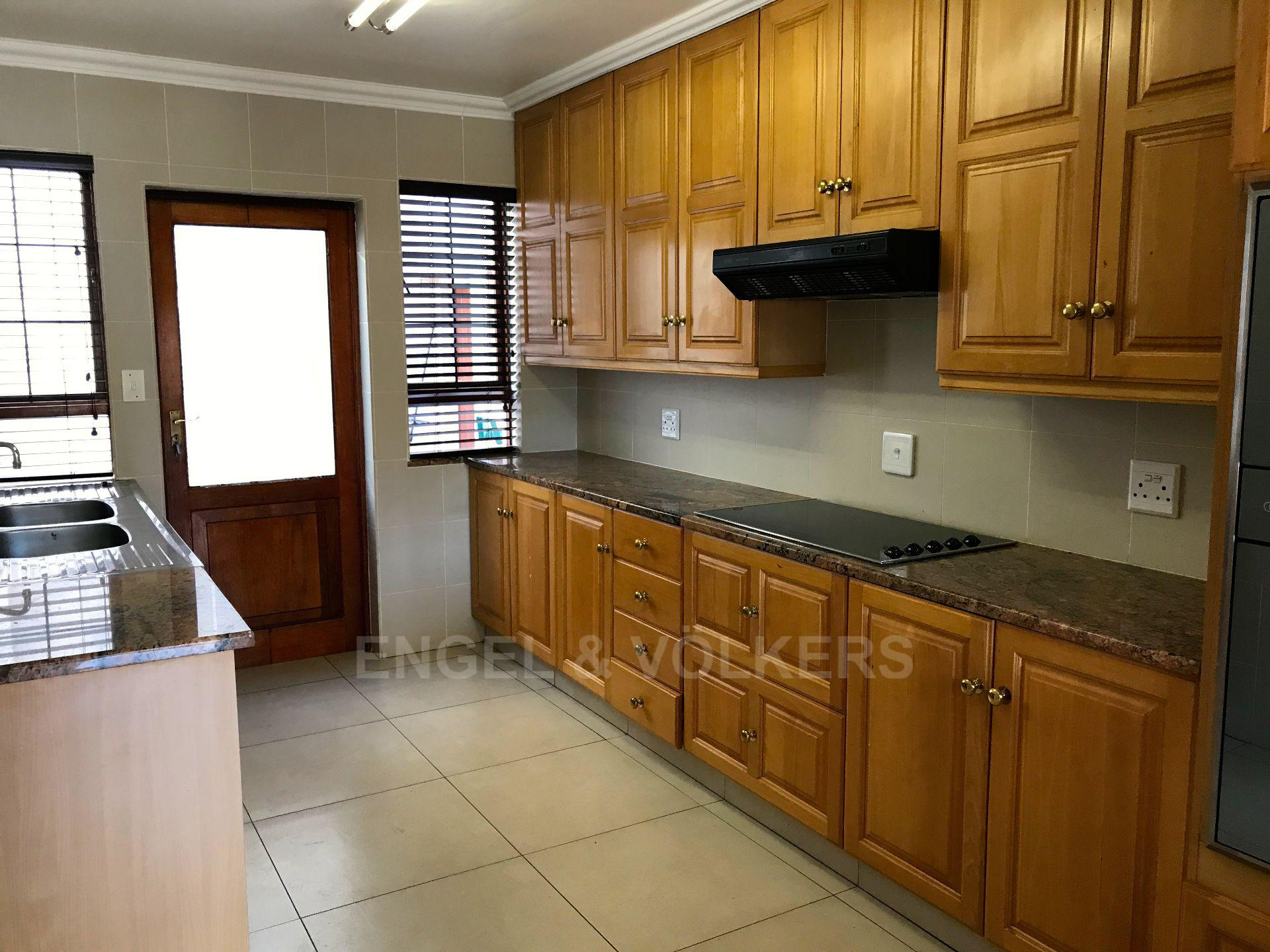 Waterkloof property for sale. Ref No: 13500498. Picture no 11