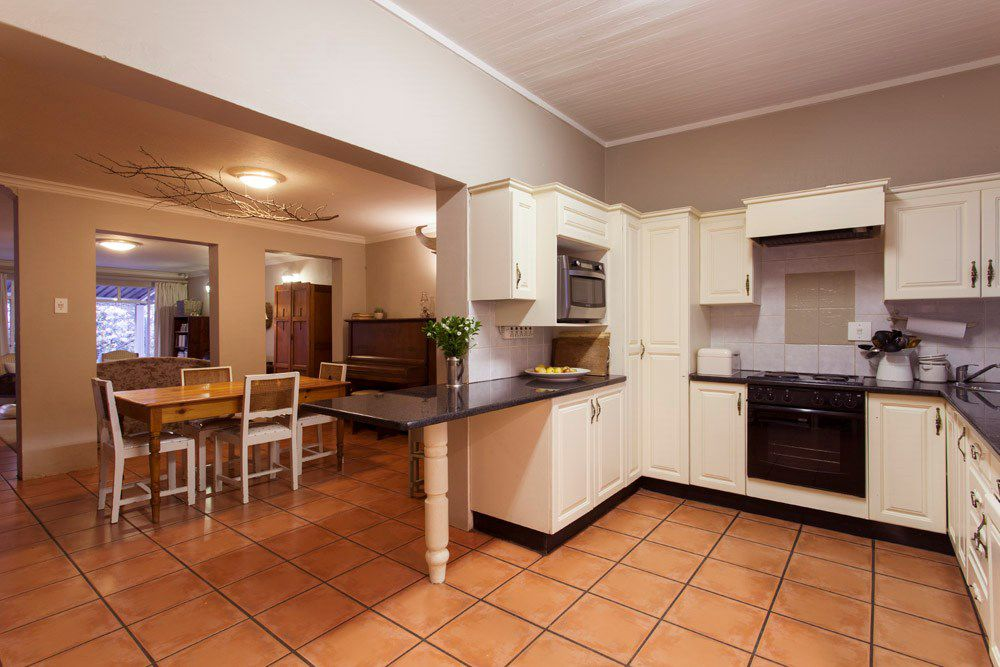 Waterkloof Glen property for sale. Ref No: 13540744. Picture no 2