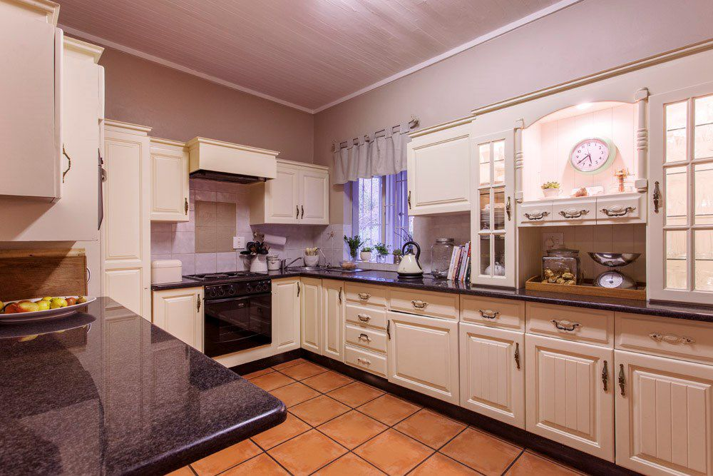 Waterkloof Glen property for sale. Ref No: 13540744. Picture no 6