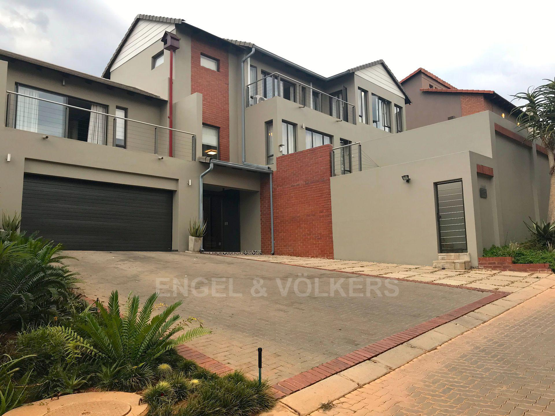 Waterkloof Ridge property for sale. Ref No: 13555526. Picture no 1
