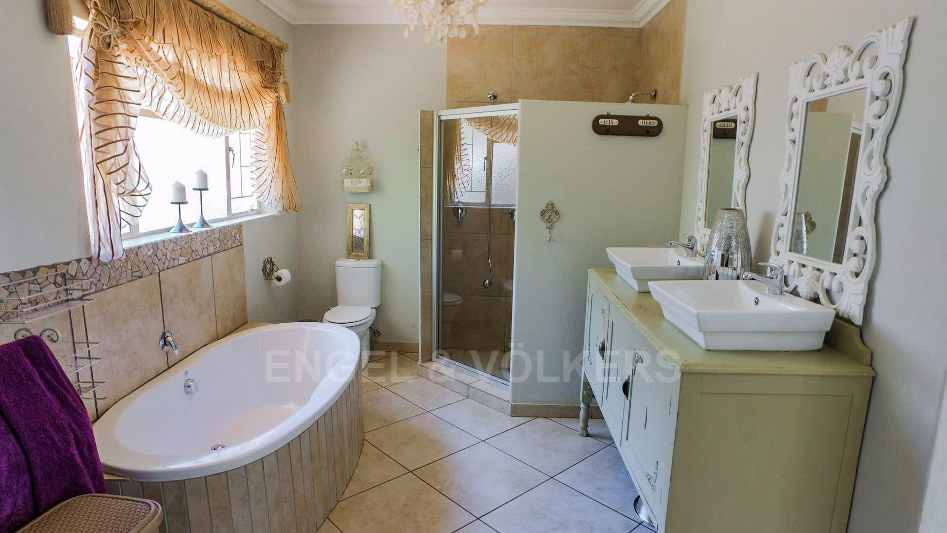 Waterkloof Ridge property for sale. Ref No: 13565220. Picture no 10