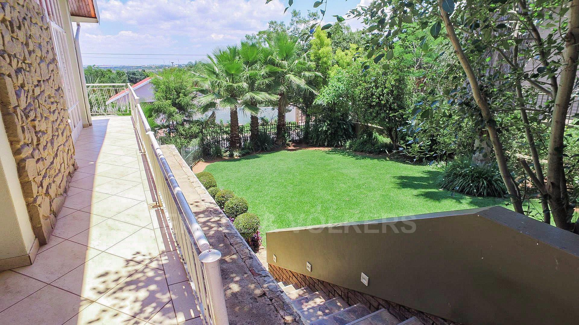 Waterkloof Ridge property for sale. Ref No: 13565220. Picture no 2