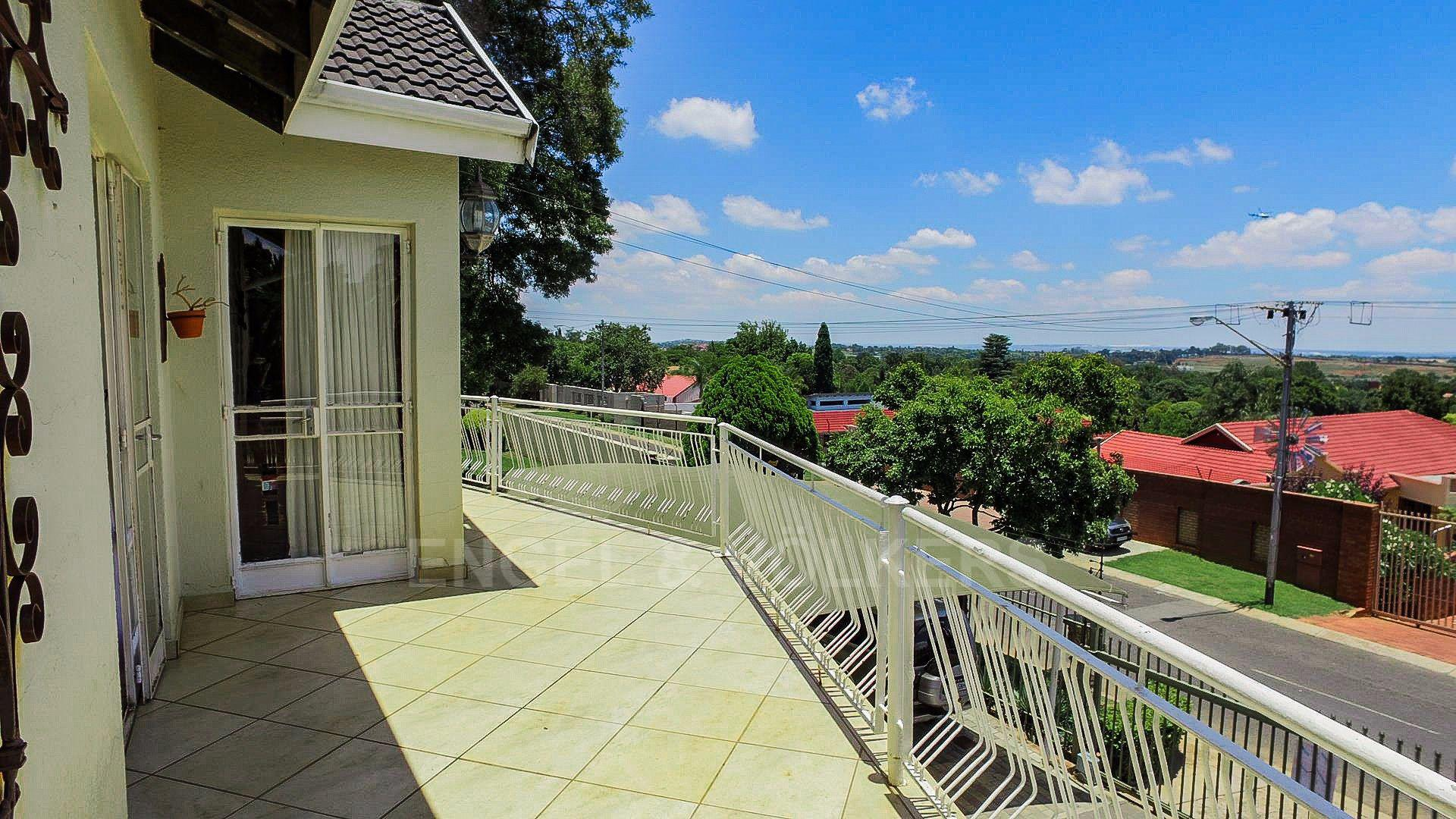 Waterkloof Ridge property for sale. Ref No: 13565220. Picture no 26