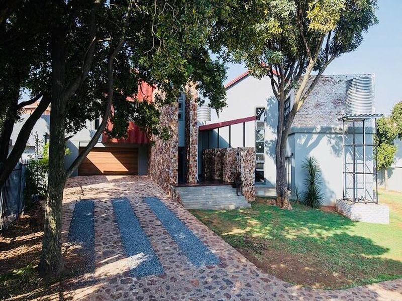 Property and Houses for sale in Monument Park, House, 5 Bedrooms - ZAR 5,200,000
