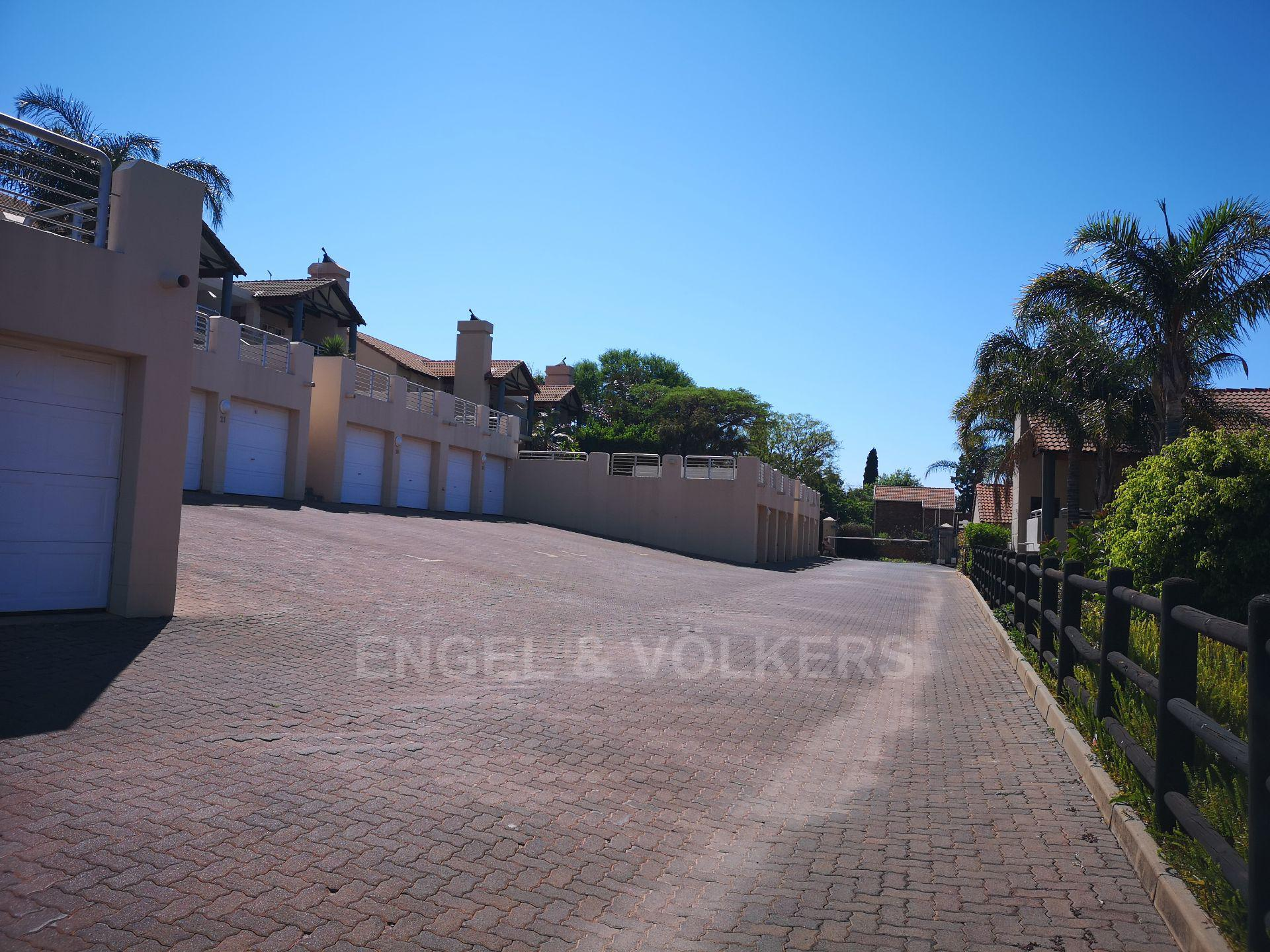 Property and Houses for sale in Erasmuskloof, Simplex, 2 Bedrooms - ZAR 1,250,000