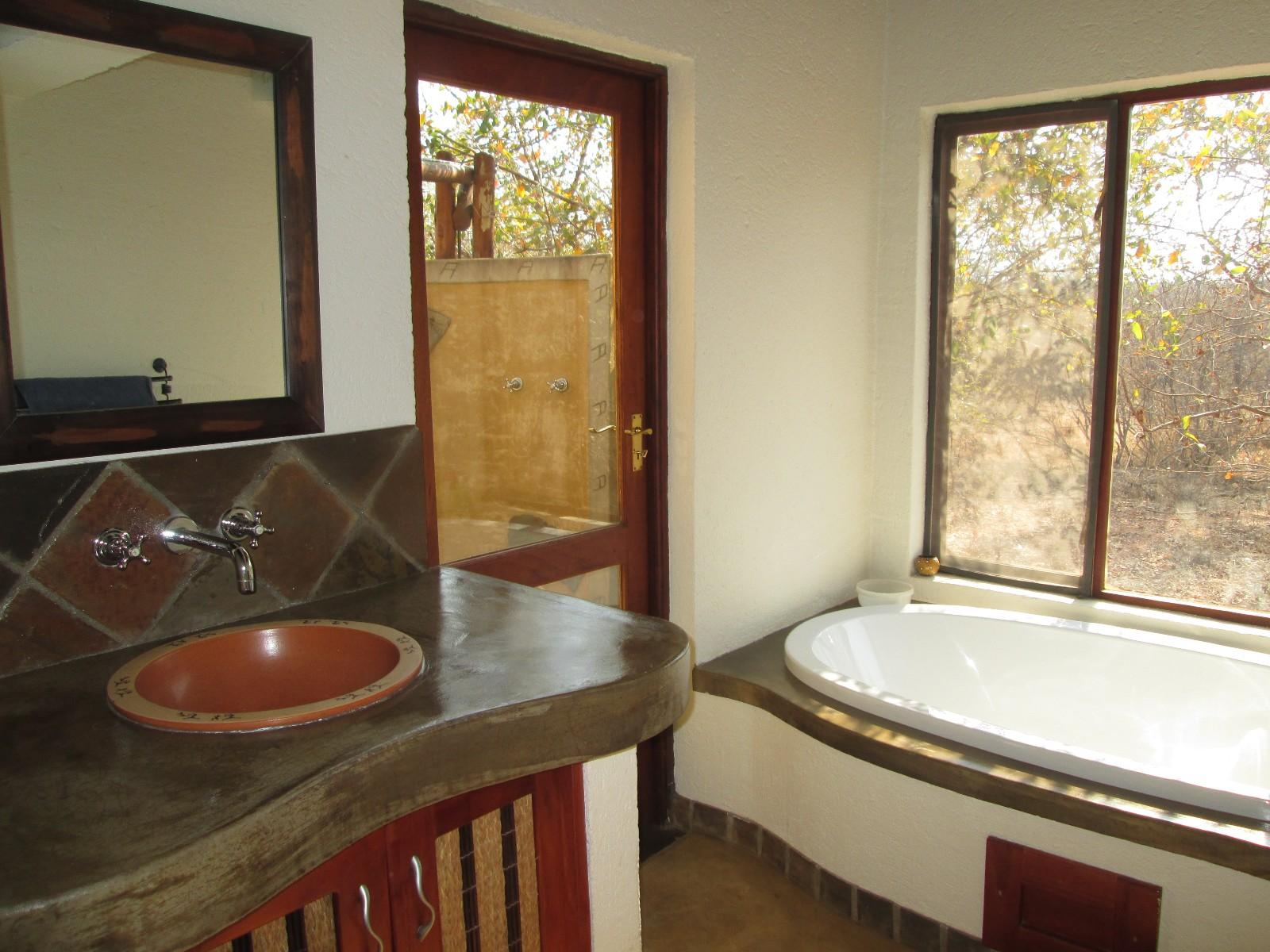 Raptors View Wildlife Estate property for sale. Ref No: 13351072. Picture no 11