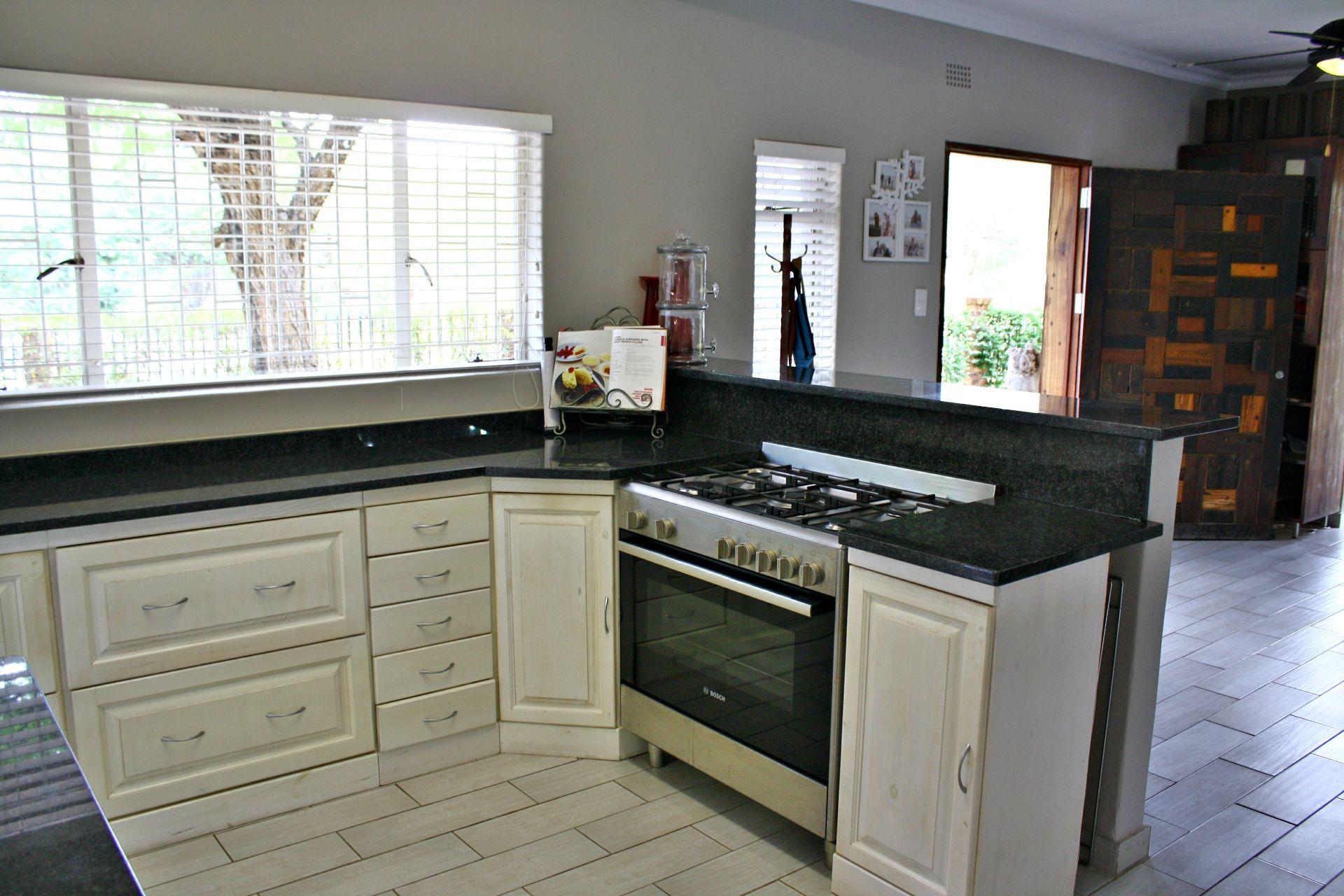 Hoedspruit property for sale. Ref No: 13576108. Picture no 10