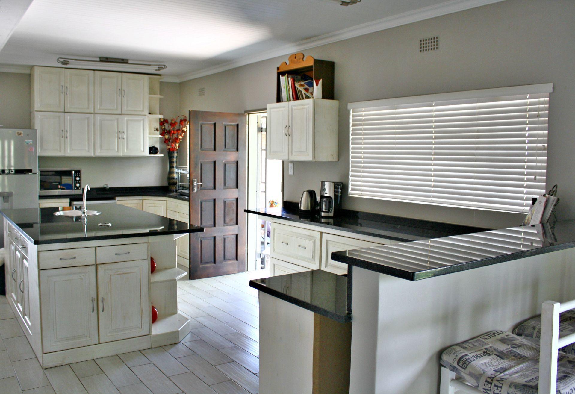 Hoedspruit property for sale. Ref No: 13576108. Picture no 9