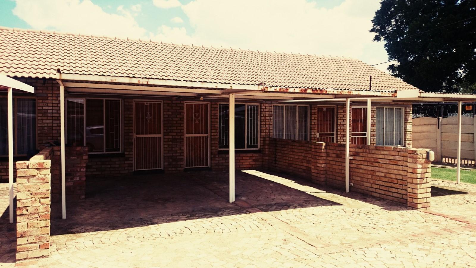 Potchefstroom, Kannoniers Park Property  | Houses To Rent Kannoniers Park, KANNONIERS PARK, Apartment 2 bedrooms property to rent Price:,  3,50*