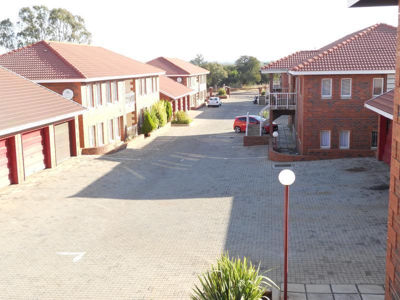 Van Der Hoff Park property to rent. Ref No: 13237845. Picture no 2
