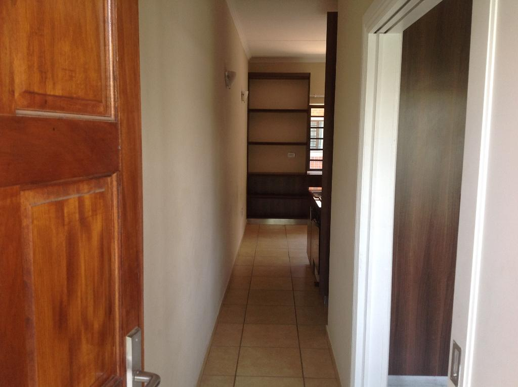 Die Bult property to rent. Ref No: 13283612. Picture no 7