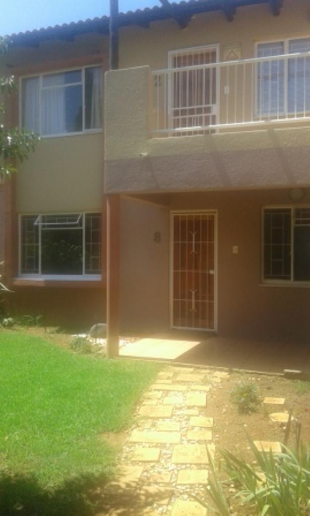 Property and Houses to rent in Van Der Hoff Park, Apartment, 2 Bedrooms - ZAR ,  5,50*,M