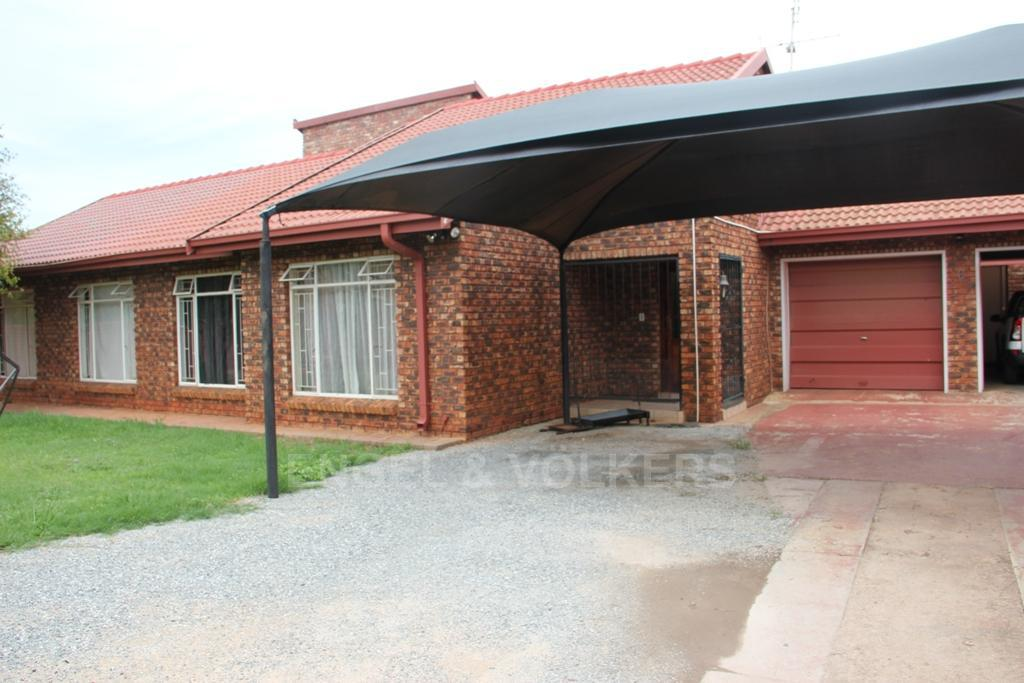 Dassie Rand property for sale. Ref No: 13299575. Picture no 1