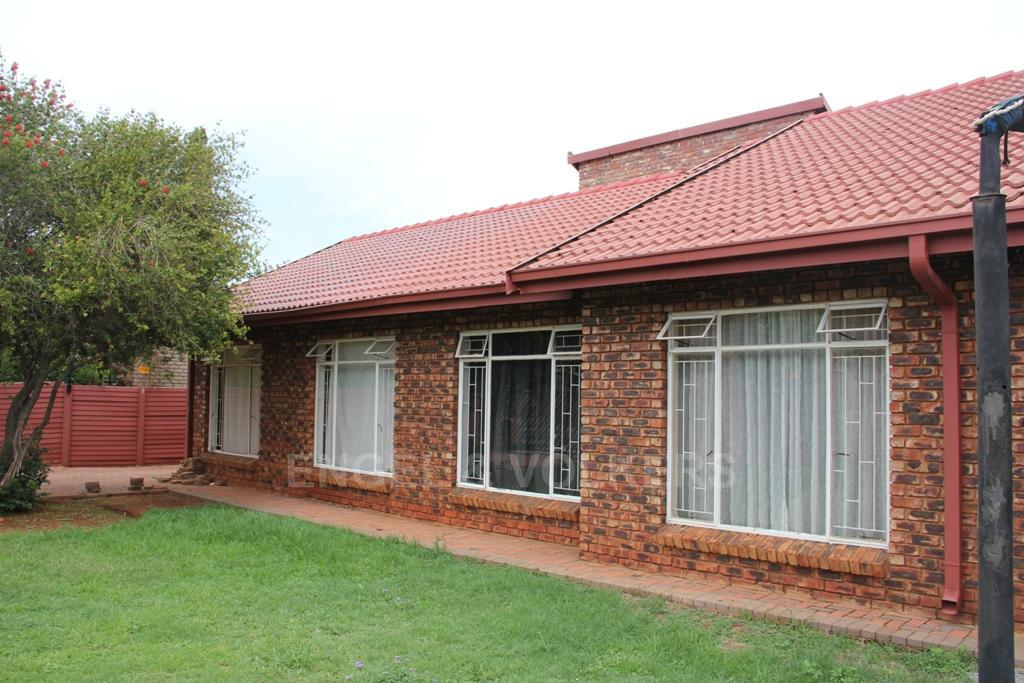 Dassie Rand property for sale. Ref No: 13299575. Picture no 2