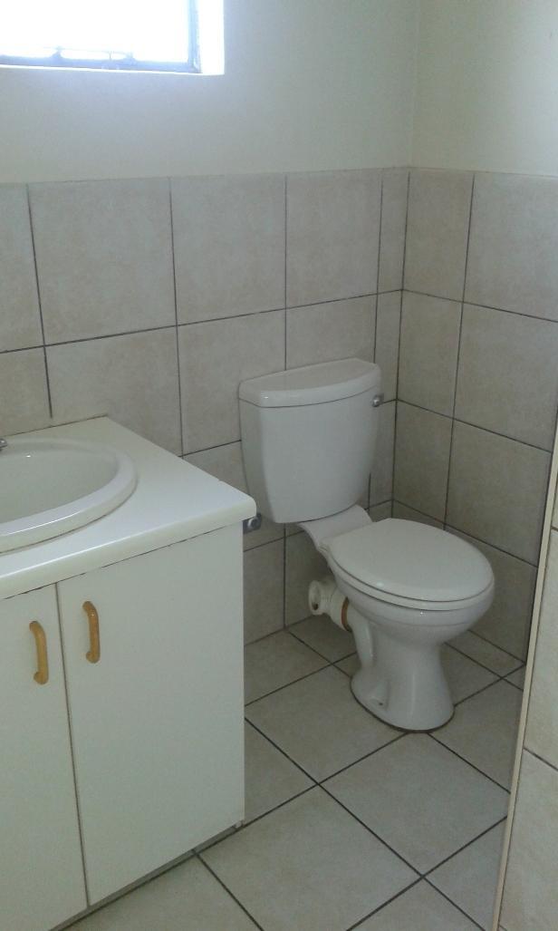 Kannoniers Park property to rent. Ref No: 13398761. Picture no 14