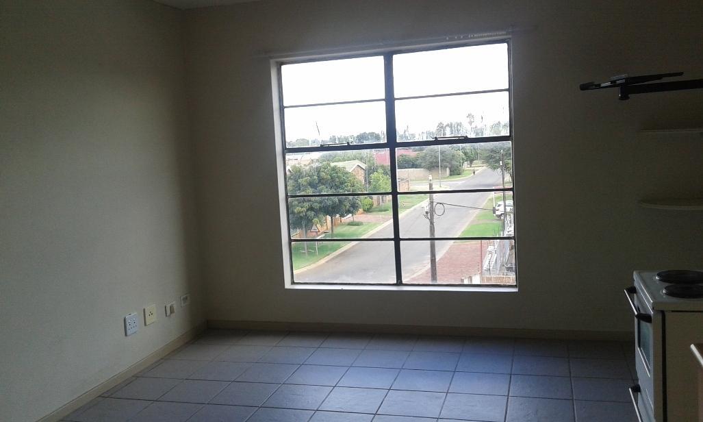 Kannoniers Park property to rent. Ref No: 13398761. Picture no 12