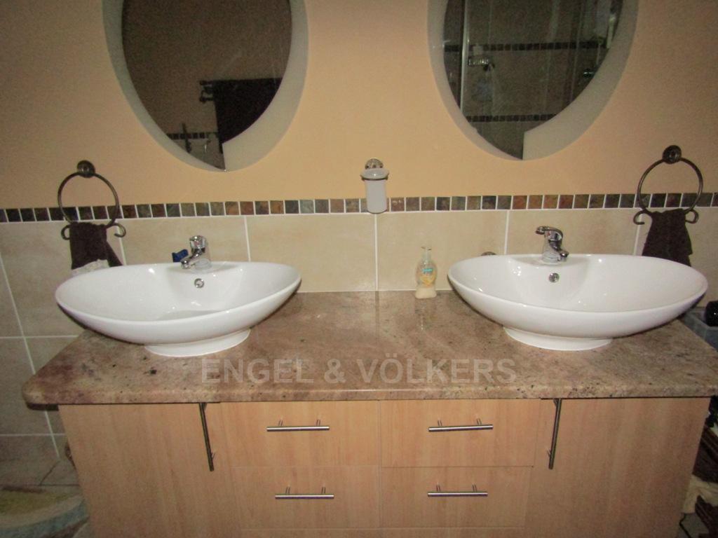 Van Der Hoff Park property for sale. Ref No: 13322408. Picture no 11