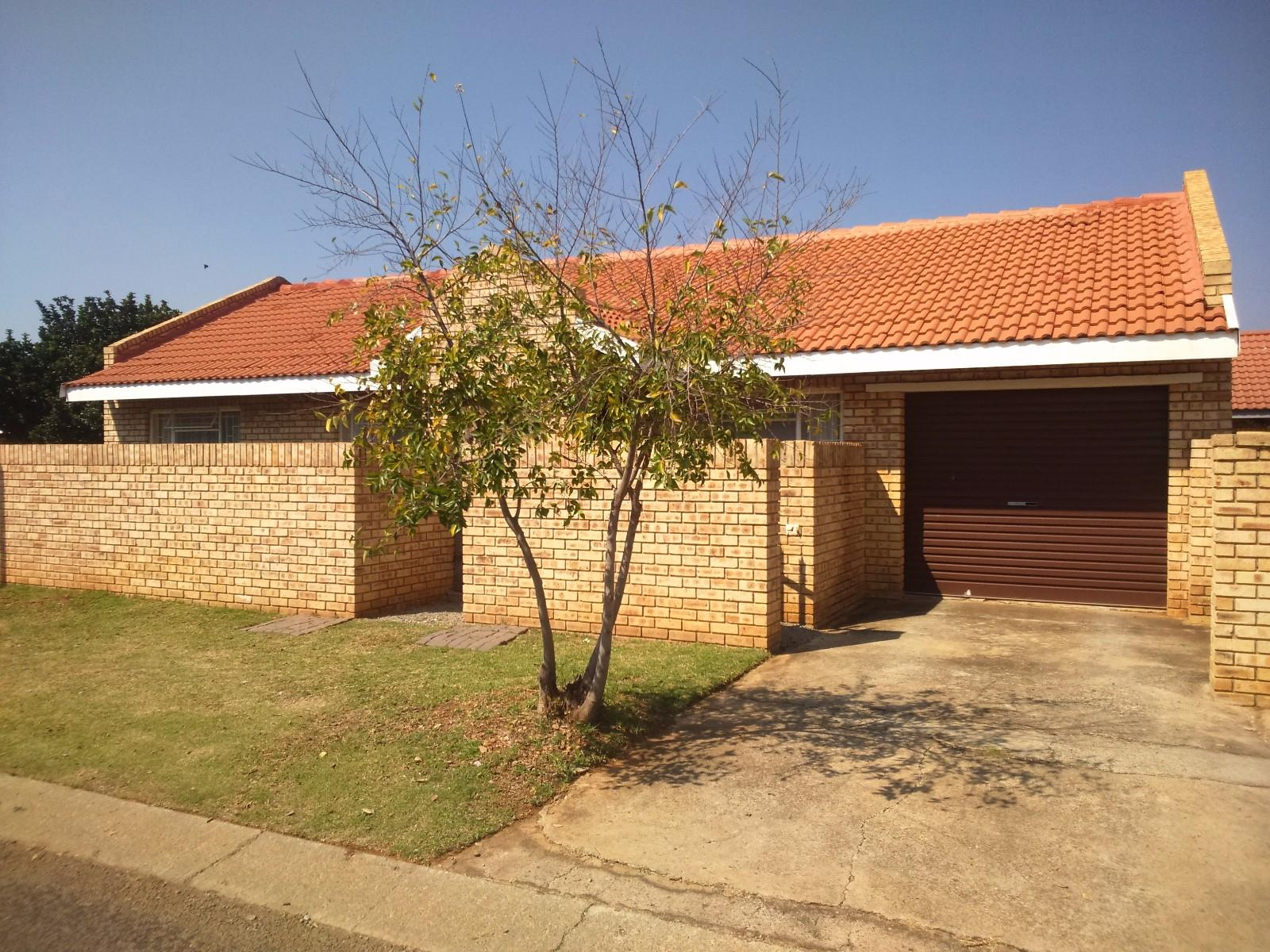 Potchefstroom, Kannoniers Park Property  | Houses For Sale Kannoniers Park, KANNONIERS PARK, House 2 bedrooms property for sale Price:890,000