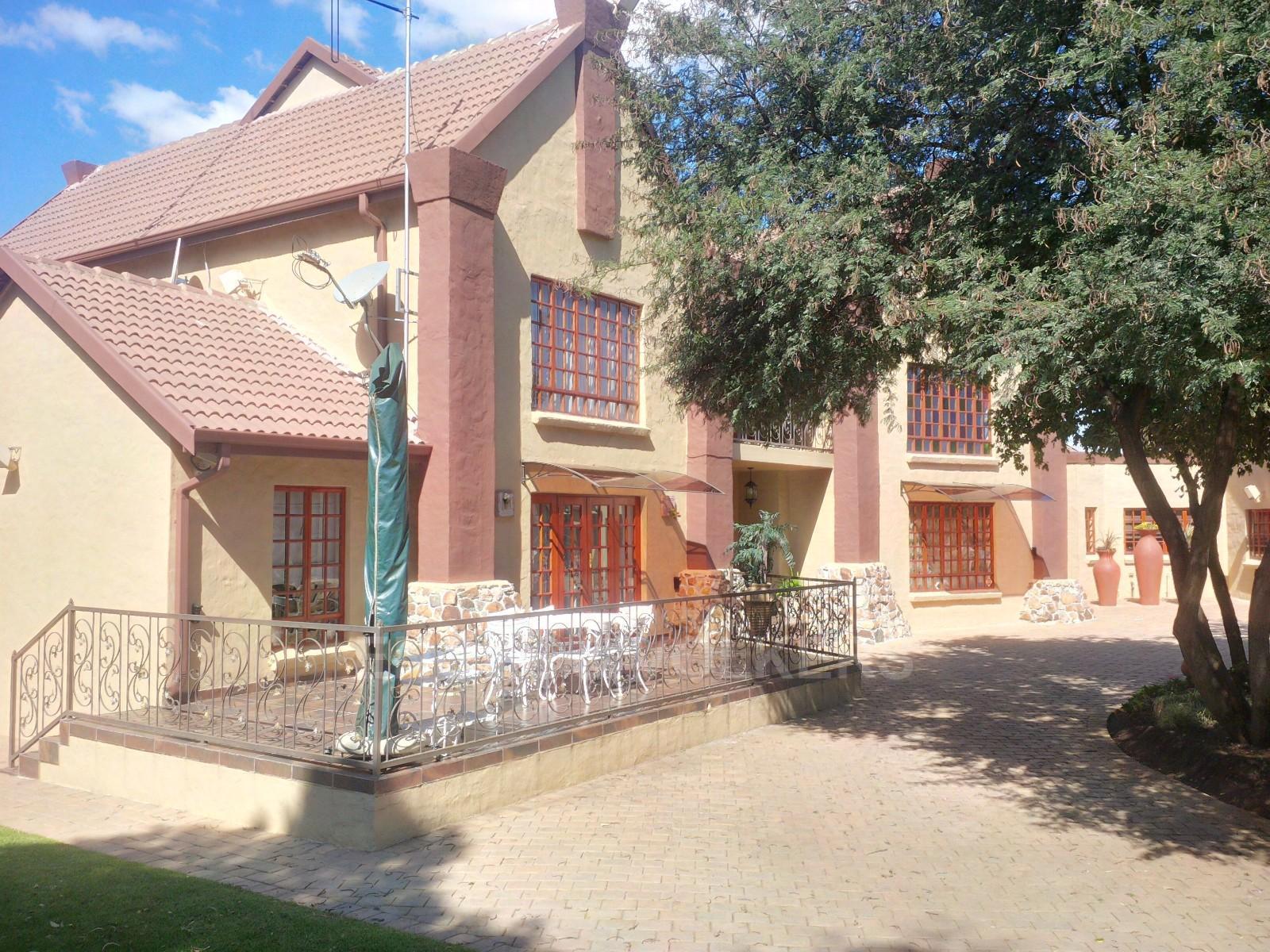 Parys property for sale. Ref No: 13338305. Picture no 2